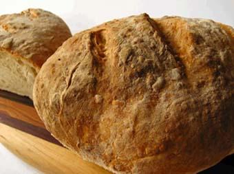 Φτιάξτε πανεύκολα αγιορείτικο ψωμί μόνο με 4 υλικά
