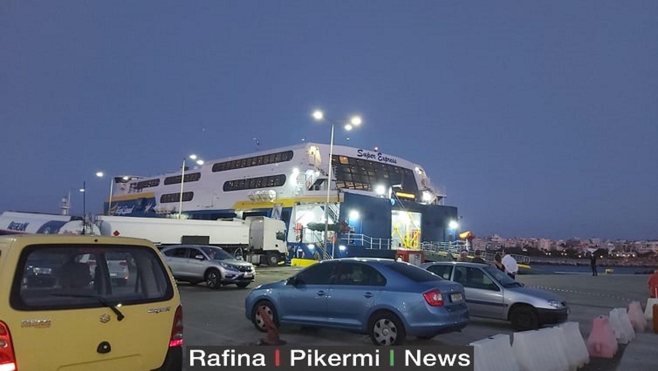 Φόβοι για δεκάδες κρούσματα στο πλοίο που έφτασε στη Ραφήνα από Ίο