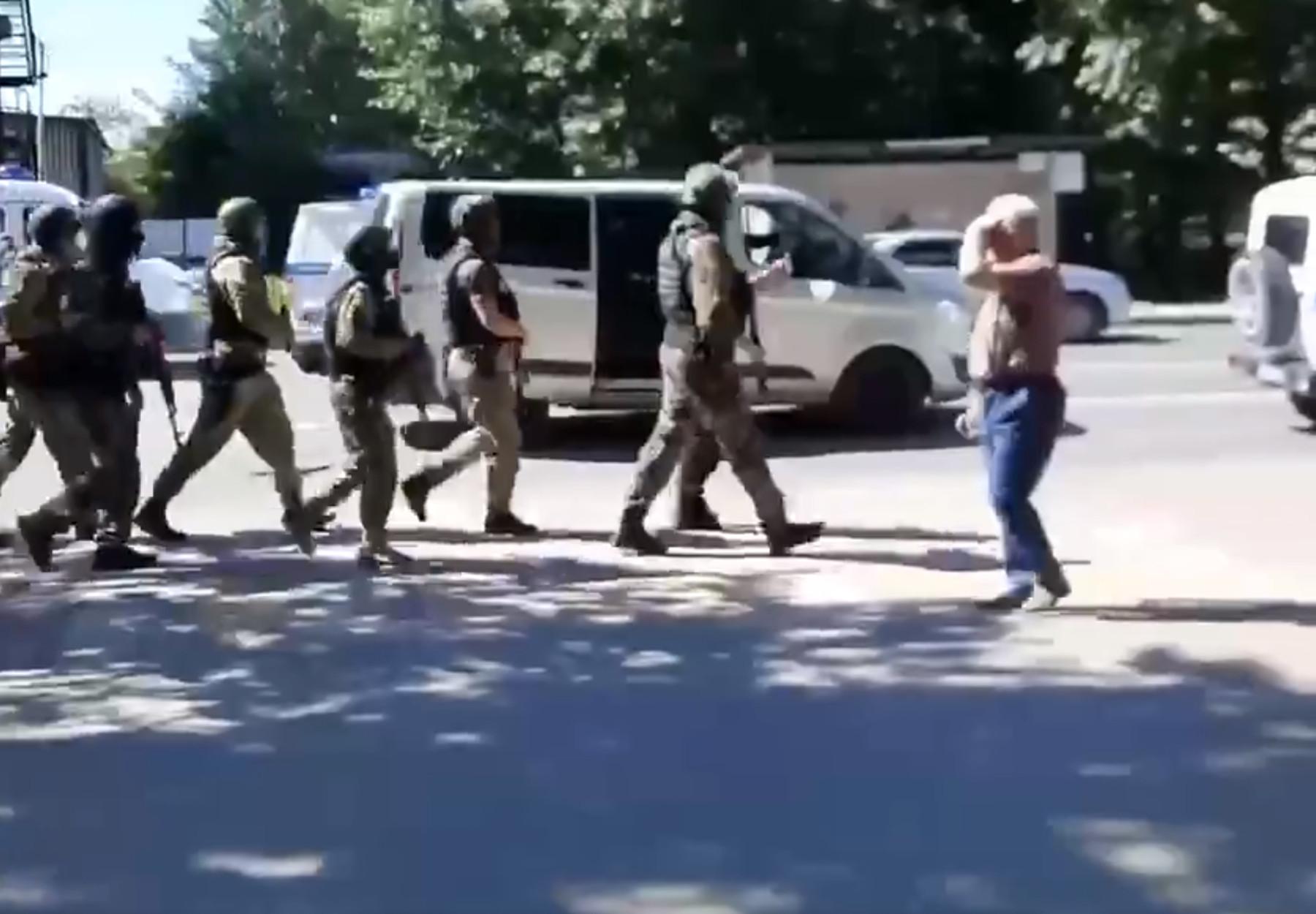 Ρωσία: Συνελήφθη ο άνδρας που κρατούσε ομήρους σε τράπεζα