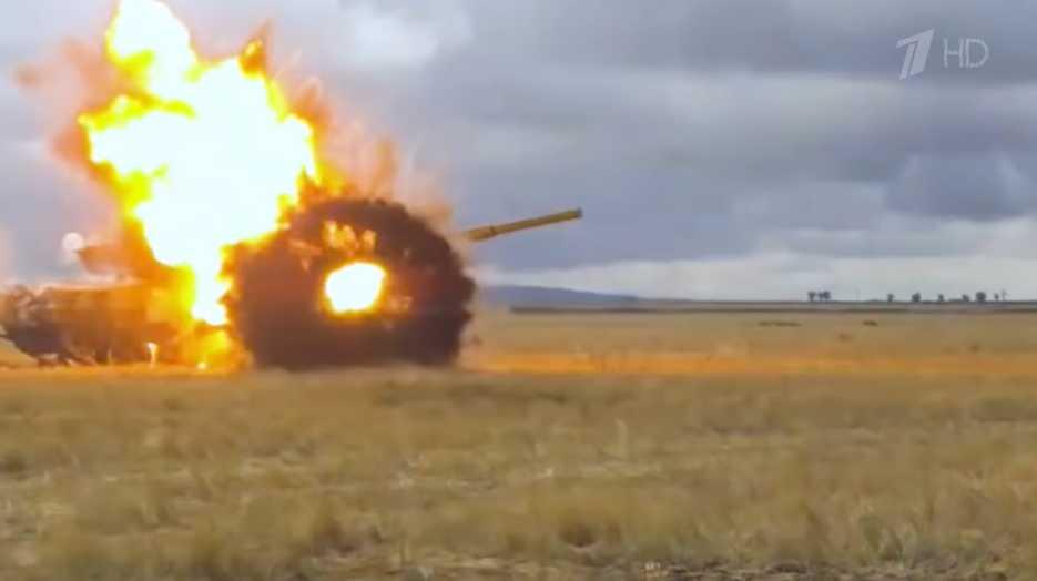 T-72: Έτσι το ρωσικό τανκ αναχαιτίζει αντιαρματικό πύραυλο – Καρέ καρέ εντυπωσιακά πλάνα [vid]