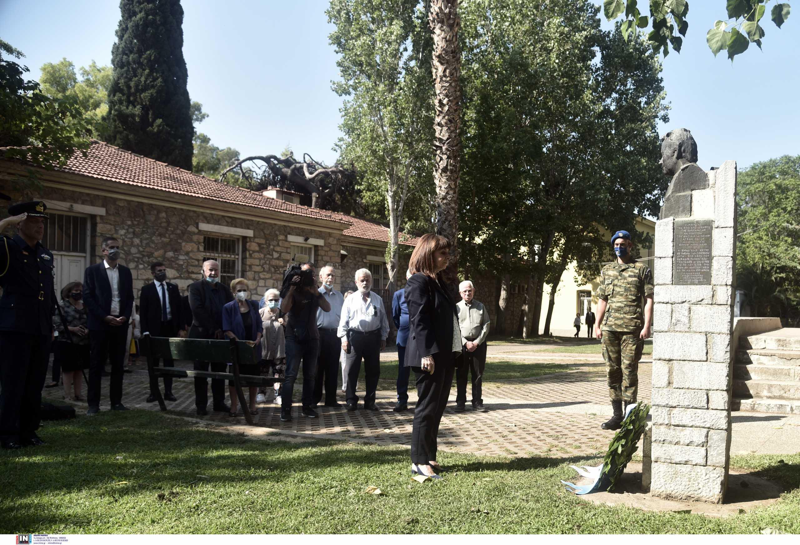 Κατερίνα Σακελλαροπούλου: Στεφάνι στο πρώην ΕΑΤ – ΕΣΑ για την 47η επέτειο από την πτώση της Χούντας