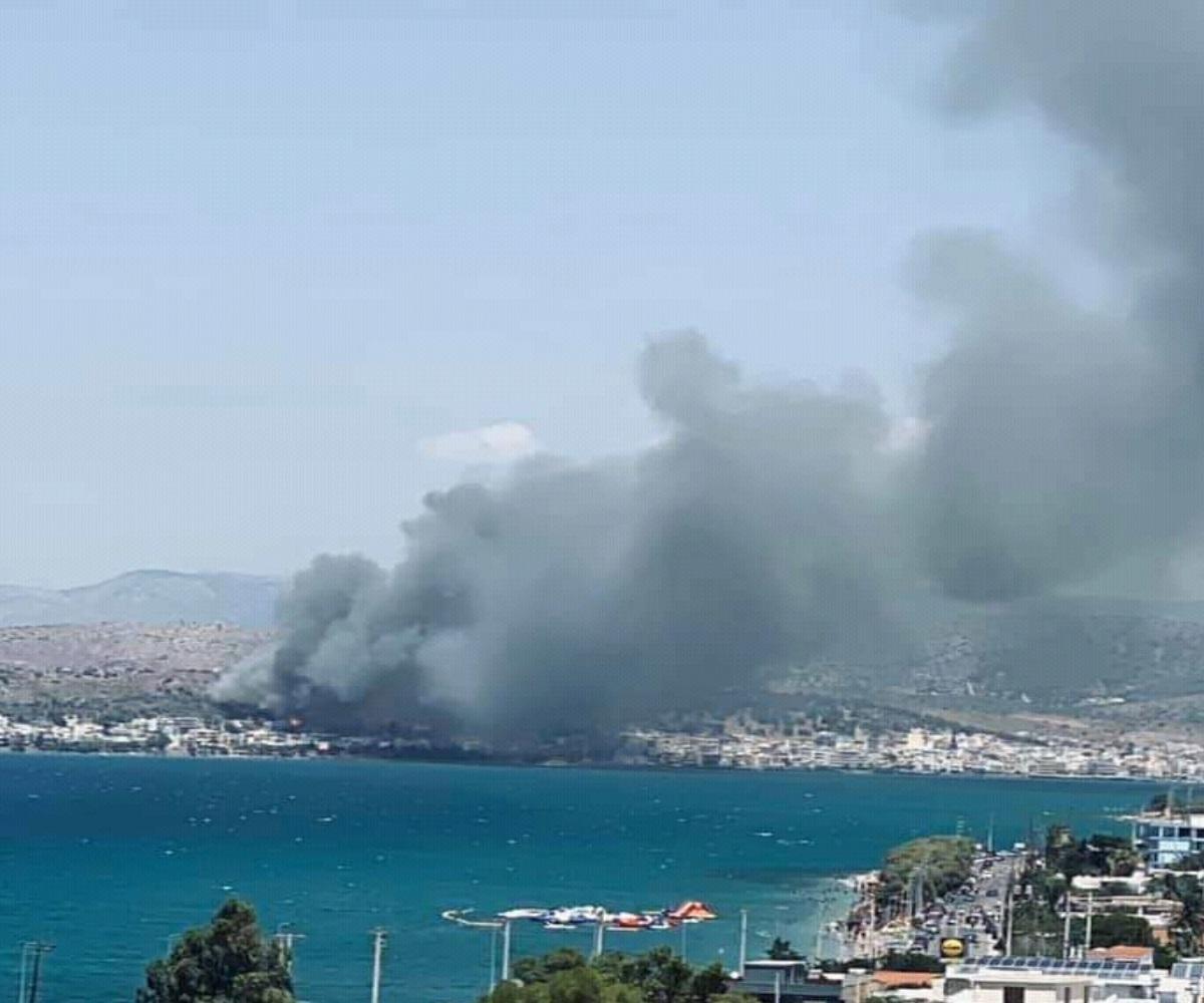 Φωτιά τώρα στη Σαλαμίνα – Κοντά σε σπίτια