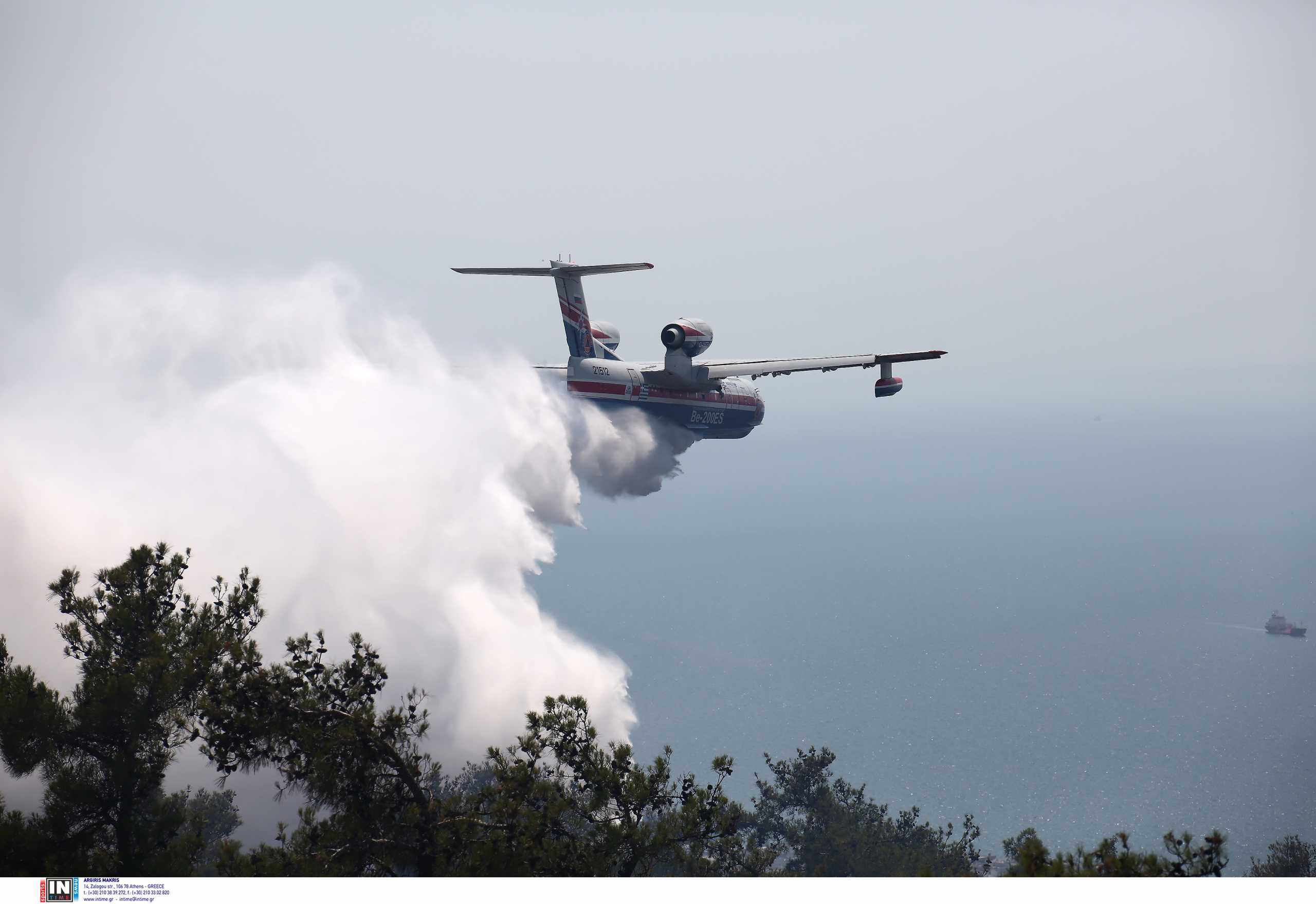 Φωτιά στη Ρόδο – Ισχυρές πυροσβεστικές δυνάμεις και εθελοντές στο σημείο