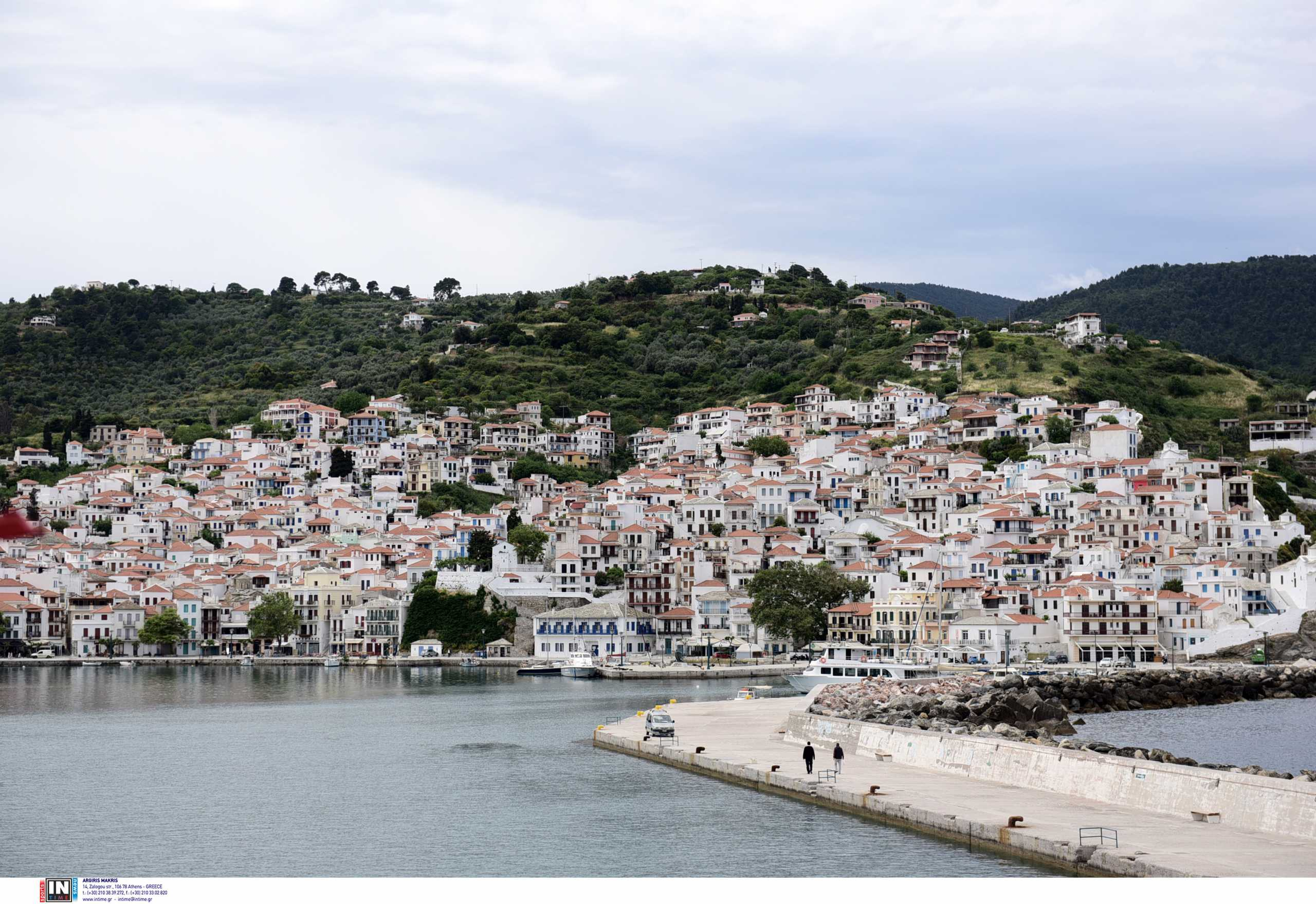 Σκόπελος: Το πλοίο τους άφησε σε άλλο λιμάνι από αυτό που περίμεναν – Οργή για την απίστευτη ταλαιπωρία