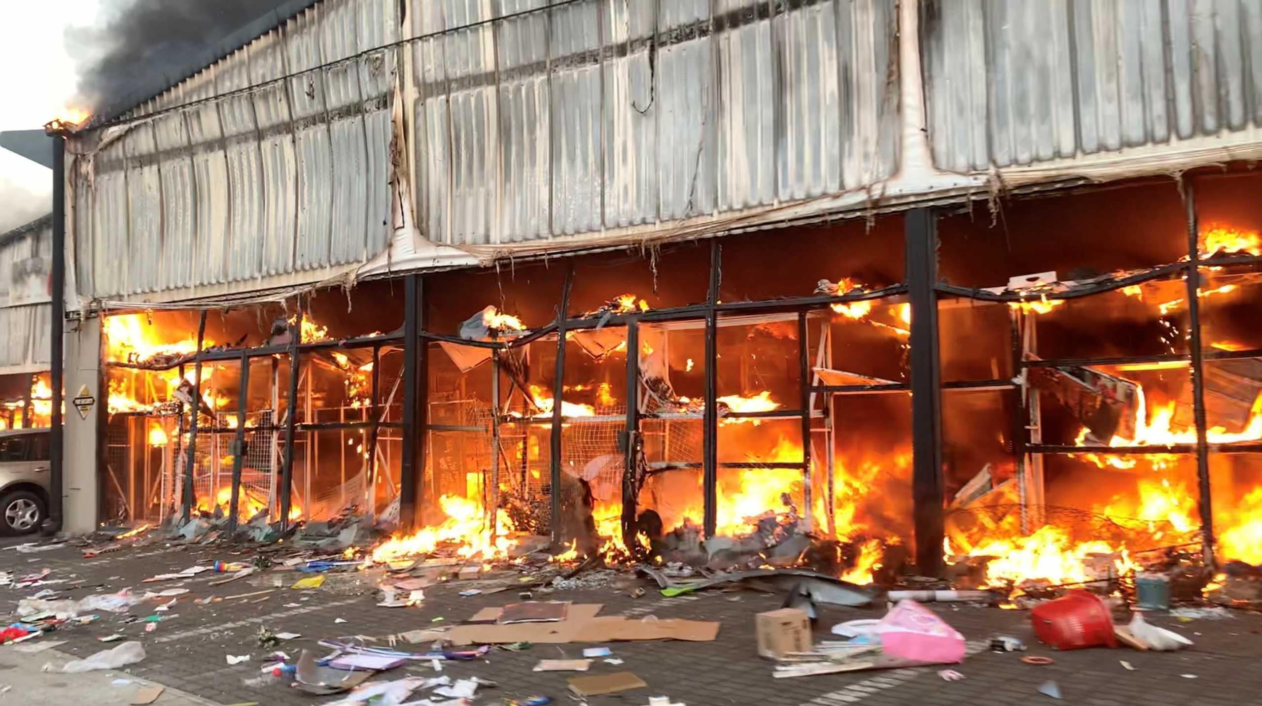Νότια Αφρική: 72 νεκροί από τα επεισόδια μετά τη σύλληψη του πρώην προέδρου Ζούμα