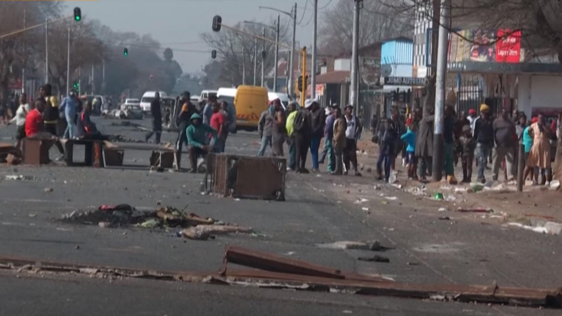 Νότια Αφρική: Ταραχές για τέταρτη ημέρα μετά τη φυλάκιση του Ζούμα