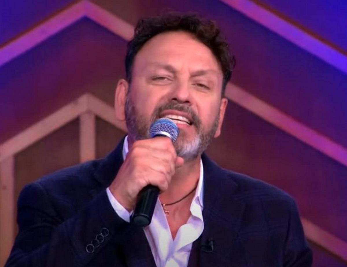 Στάθης Αγγελόπουλος: «Μάχη» με τον κορονοϊό στη ΜΕΘ του «Σωτηρία» για τον τραγουδιστή