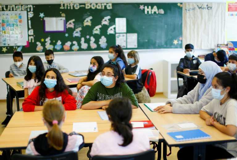 Unisef: Να ανοίξουν τα σχολεία ακόμη και χωρίς εμβόλια