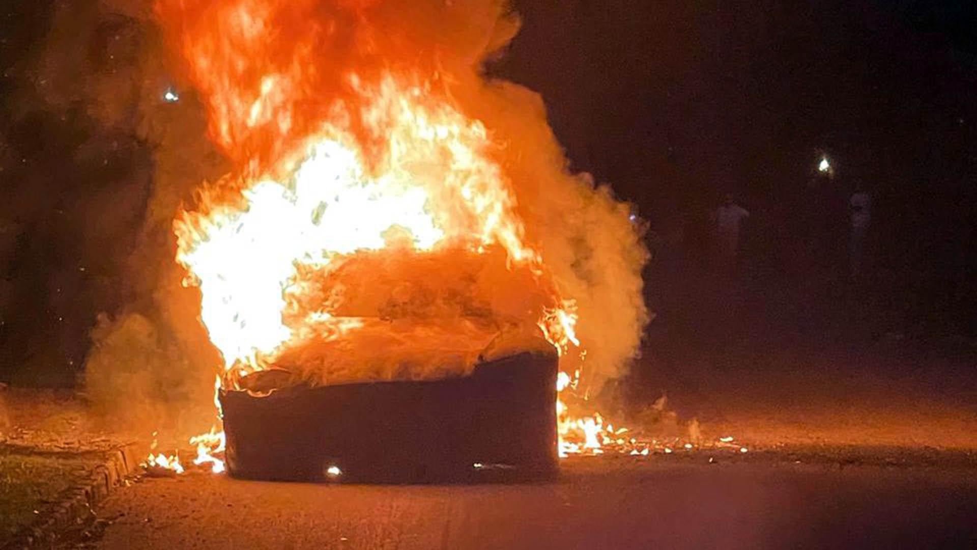Tesla: Ένα ακόμη μοντέλο της τυλίχτηκε στις φλόγες εν κινήσει (pics)
