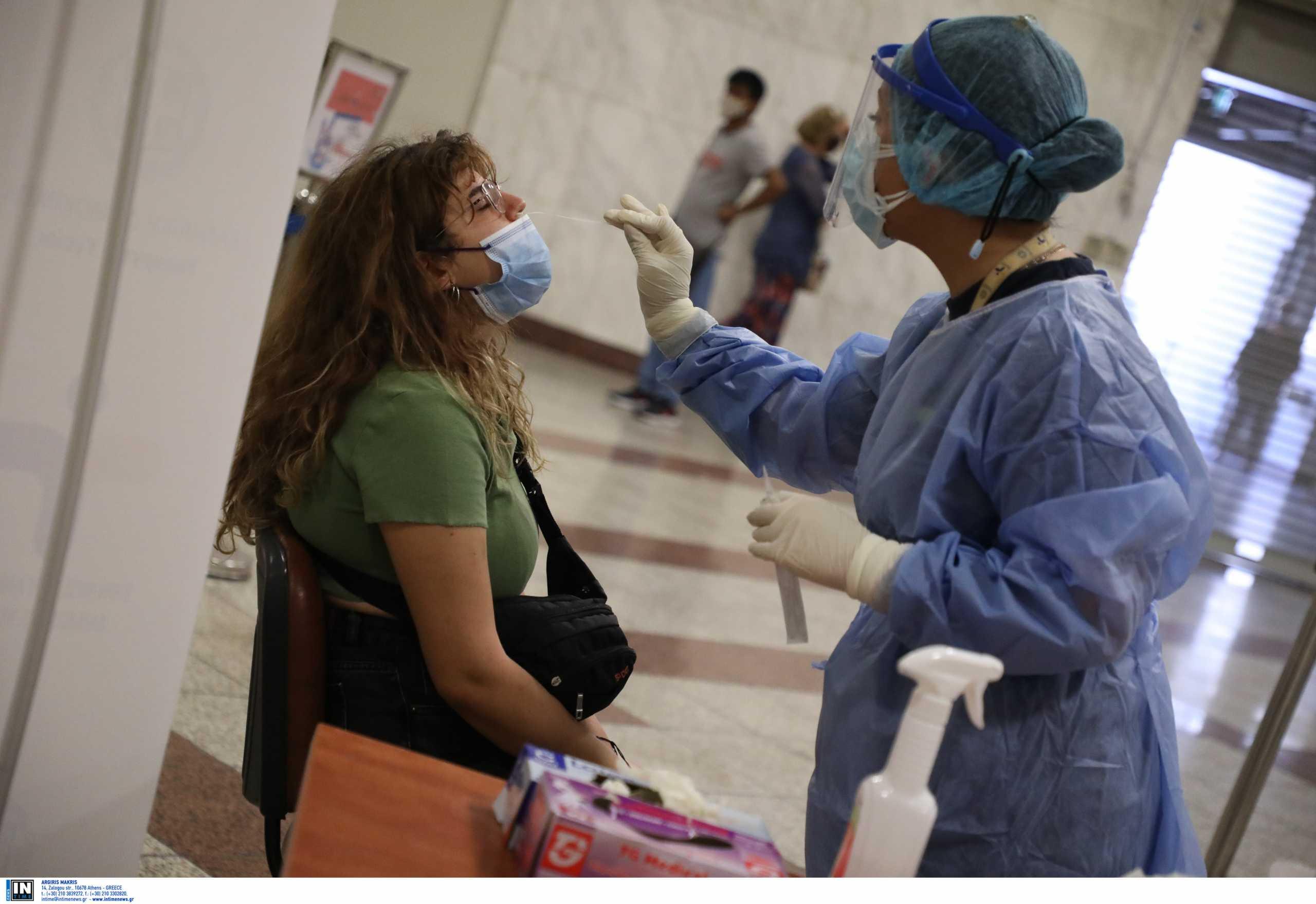 Υποχρεωτικά δυο τεστ την εβδομάδα για τους ανεμβολίαστους εργαζόμενους στον τουρισμό