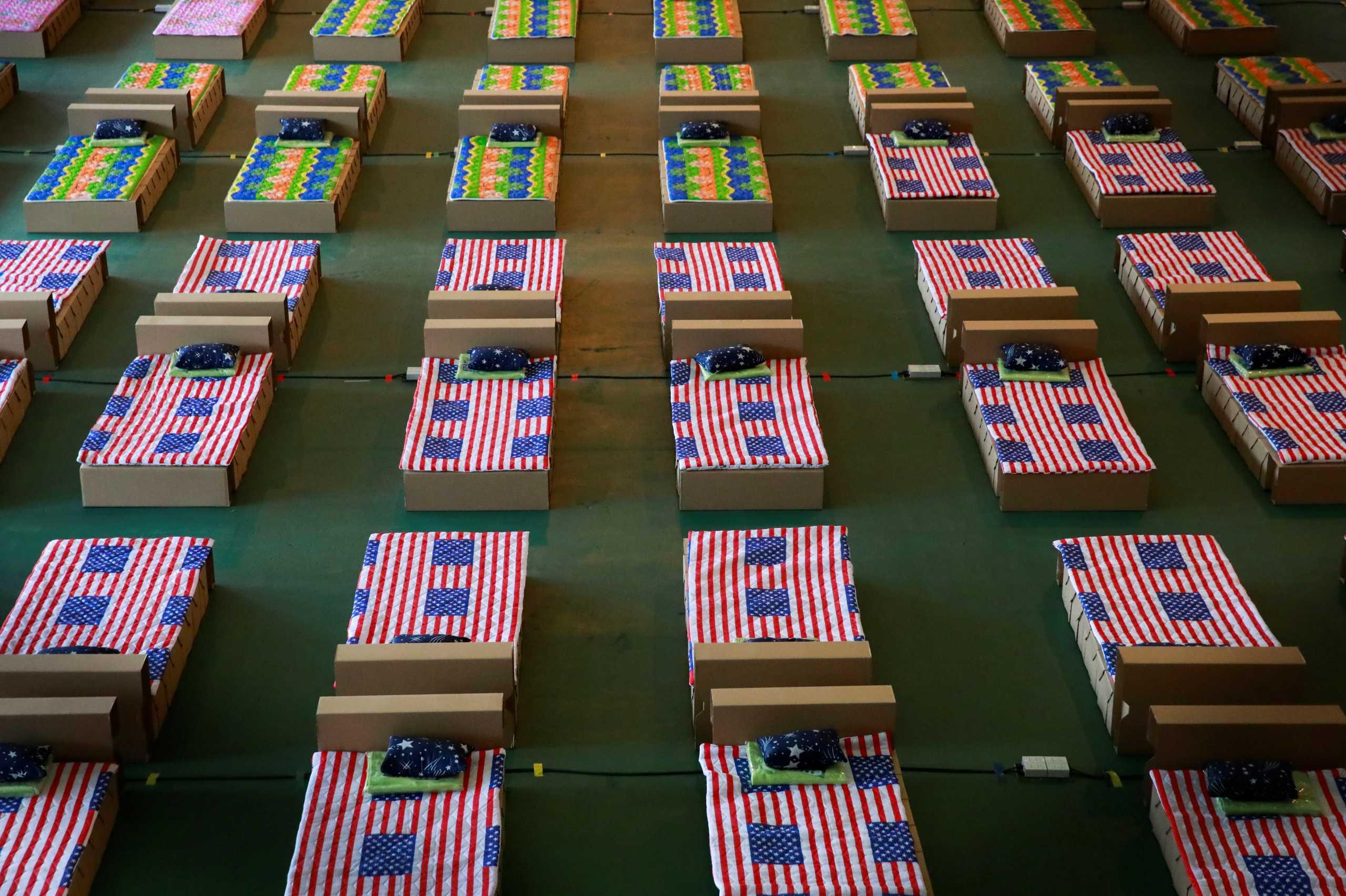 Καλπάζει ο κορονοϊός στην Ταϊλάνδη: Φτιάχνουν νοσοκομείο εκστρατείας στο αεροδρόμιο της Μπανγκόκ