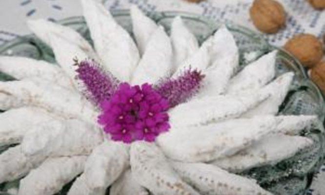 Παραδοσιακές γλυκές μορταδέλες από την Τήνο