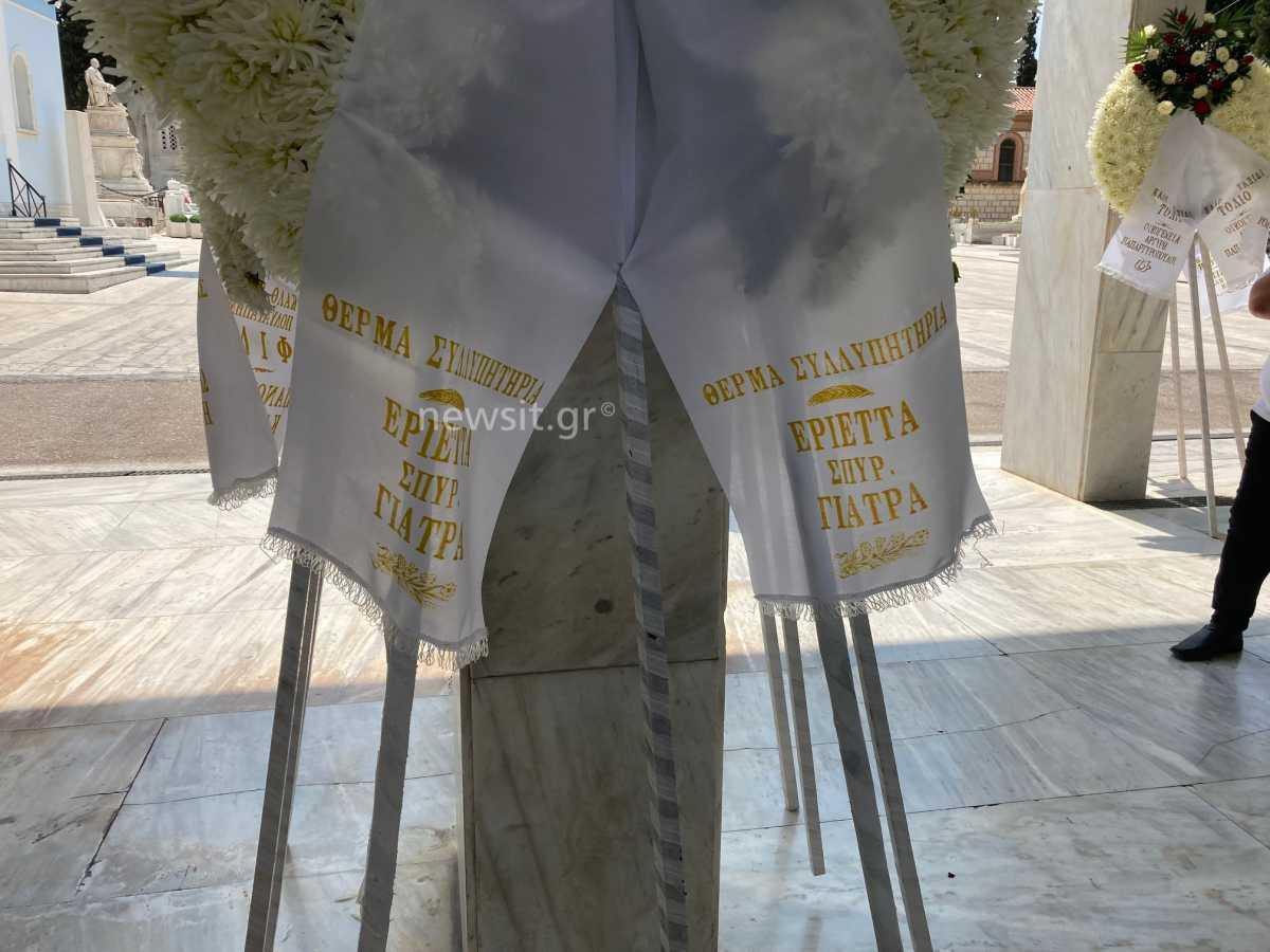 Κηδεία Τόλη Βοσκόπουλου: Τελευταίο αντίο στον «πρίγκιπα» του λαϊκού τραγουδιού