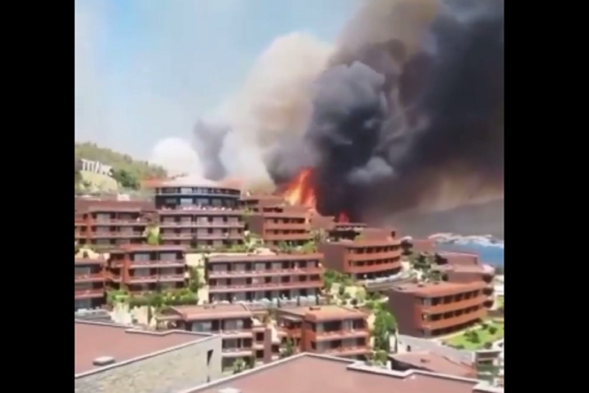 Τουρκία: Σε πύρινο κλοιό η Αλικαρνασσός – Βίντεο με τις φλόγες να ακουμπούν ξενοδοχείο
