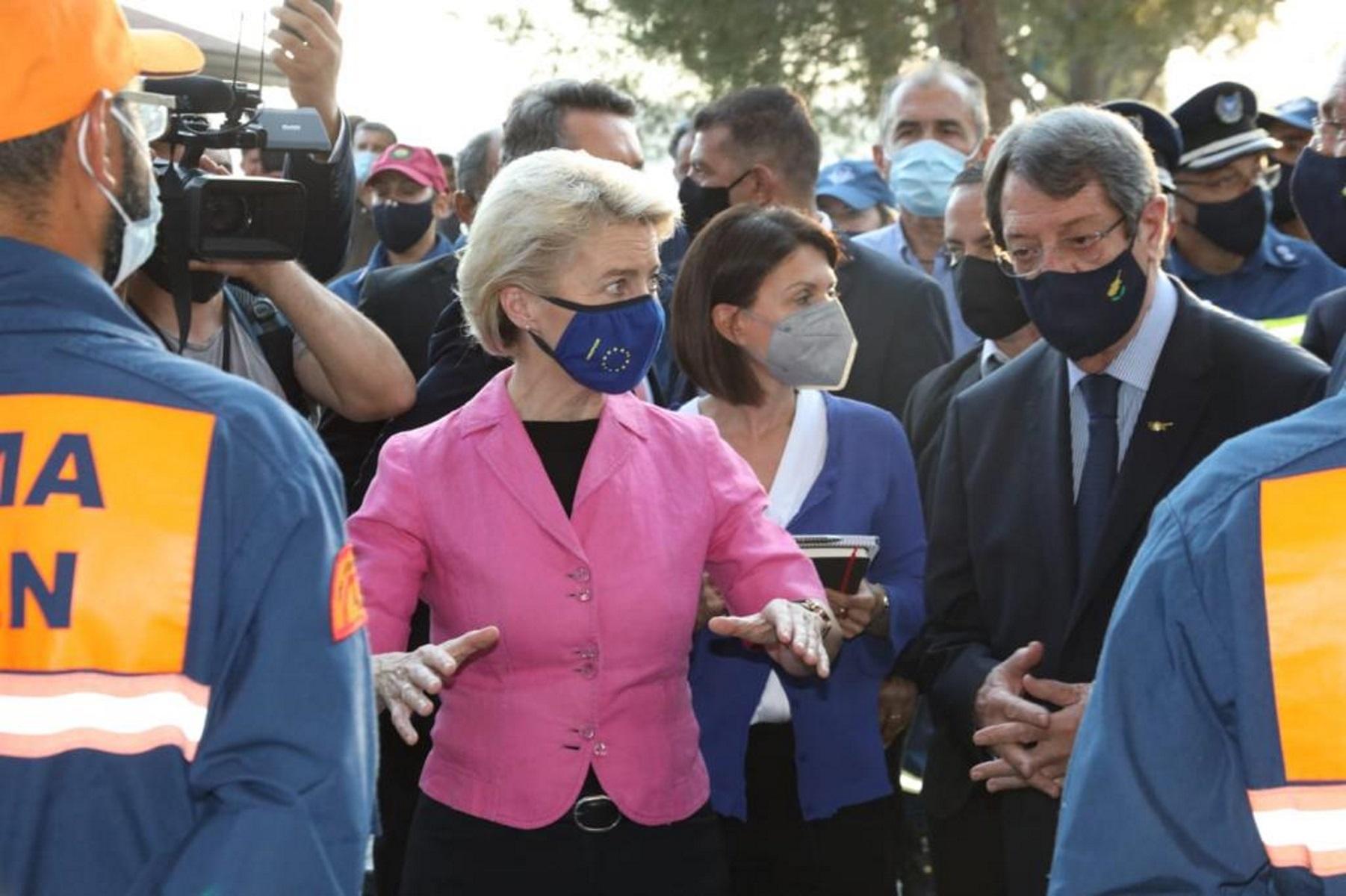 Στην Κύπρο η Ούρσουλα φον ντερ Λάιεν: «Η Ευρώπη θα σας δείξει αλληλεγγύη»