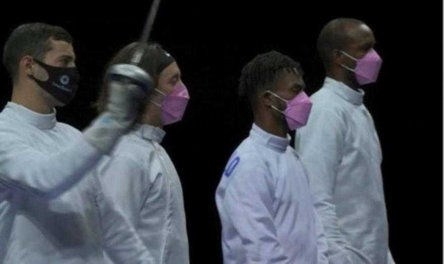 Ολυμπιακοί Αγώνες: Διαμαρτυρήθηκαν με ροζ μάσκες για συναθλητή τους που κατηγορείται για βιασμό