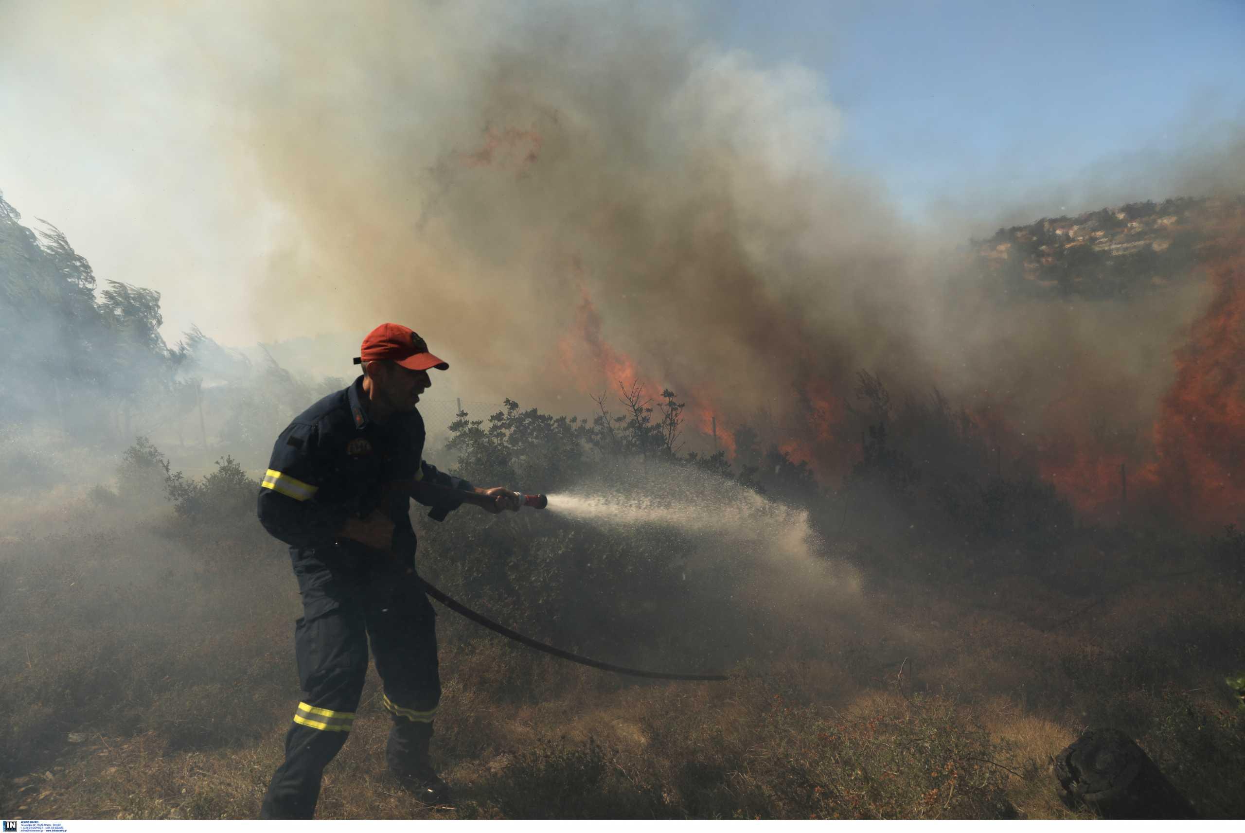 Χανιά: Σε ύφεση η μεγάλη φωτιά στο Προδρόμι μετά από μια νύχτα κόλαση για κατοίκους και πυροσβέστες