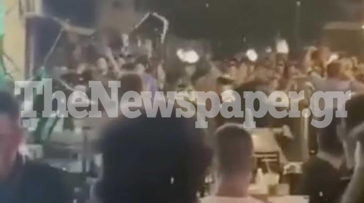 Βίντεο σοκ – Άγριο ξύλο στον Βόλο: Εκσφενδόνιζαν τραπέζια και καρέκλες