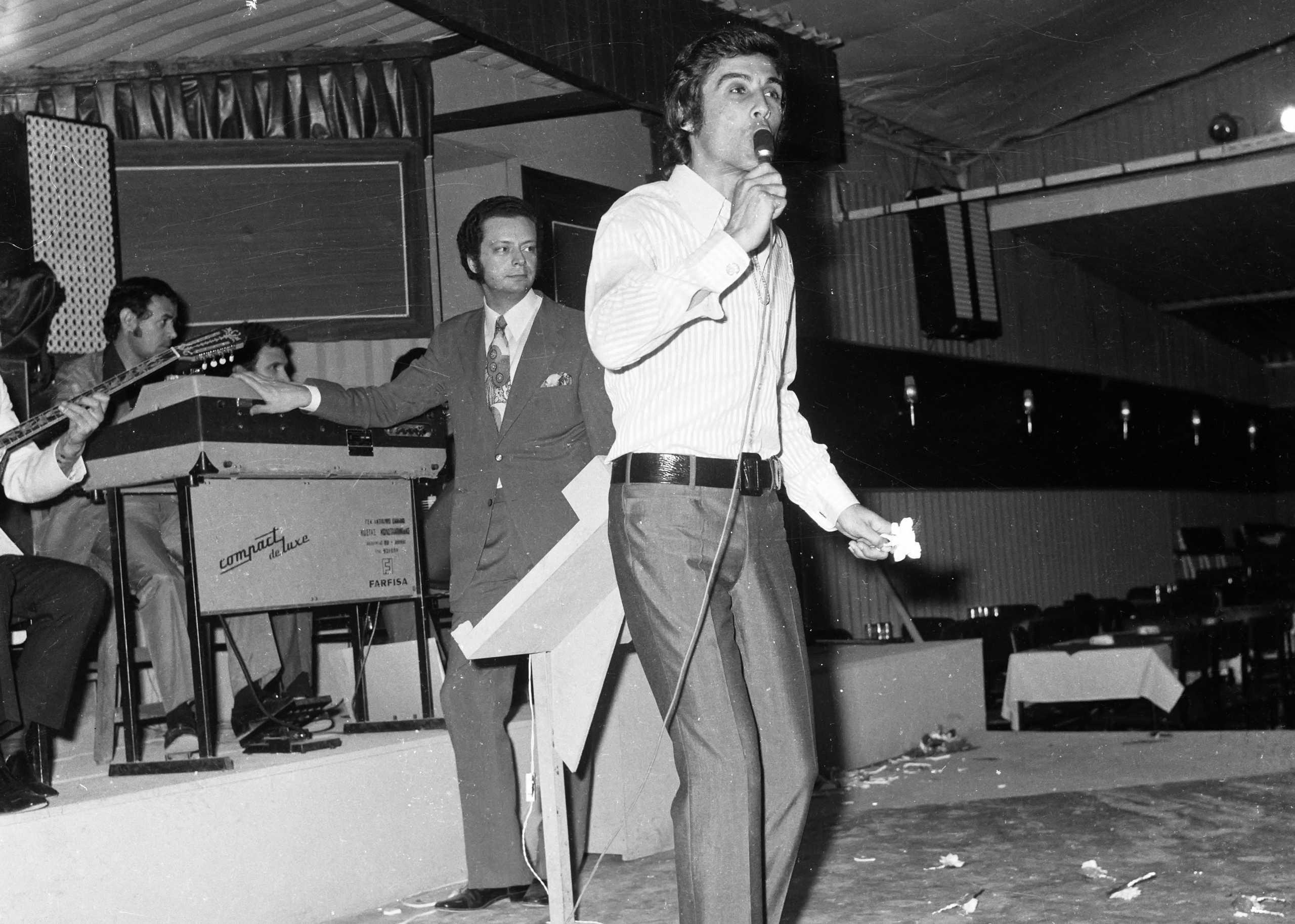 Τόλης Βοσκόπουλος: Ο πολιτικός κόσμος αποχαιρετά τον μεγάλο τραγουδιστή