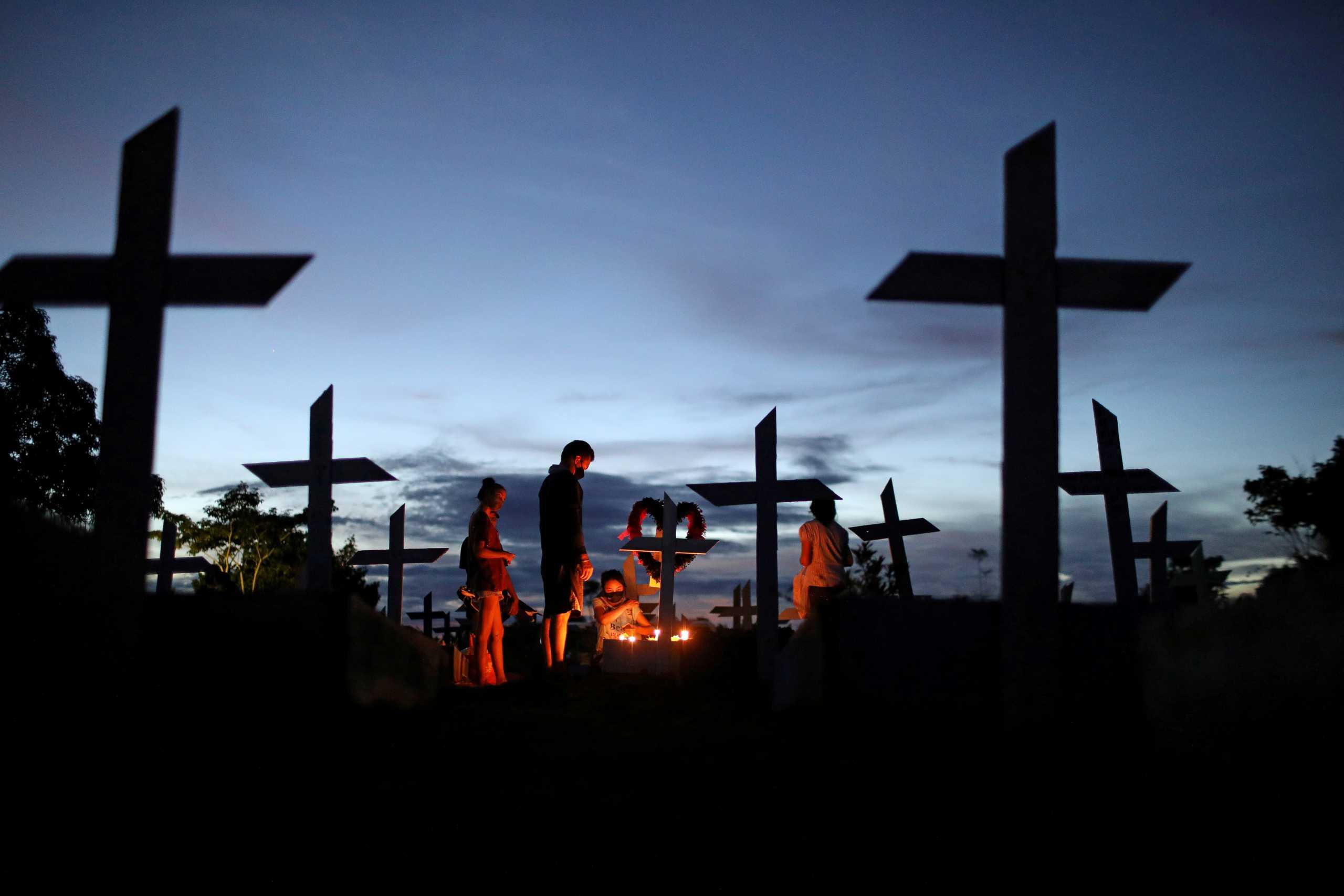 Βραζιλία: Σχεδόν τριπλασιάστηκαν οι θάνατοι από κορονοϊό σε μια μέρα
