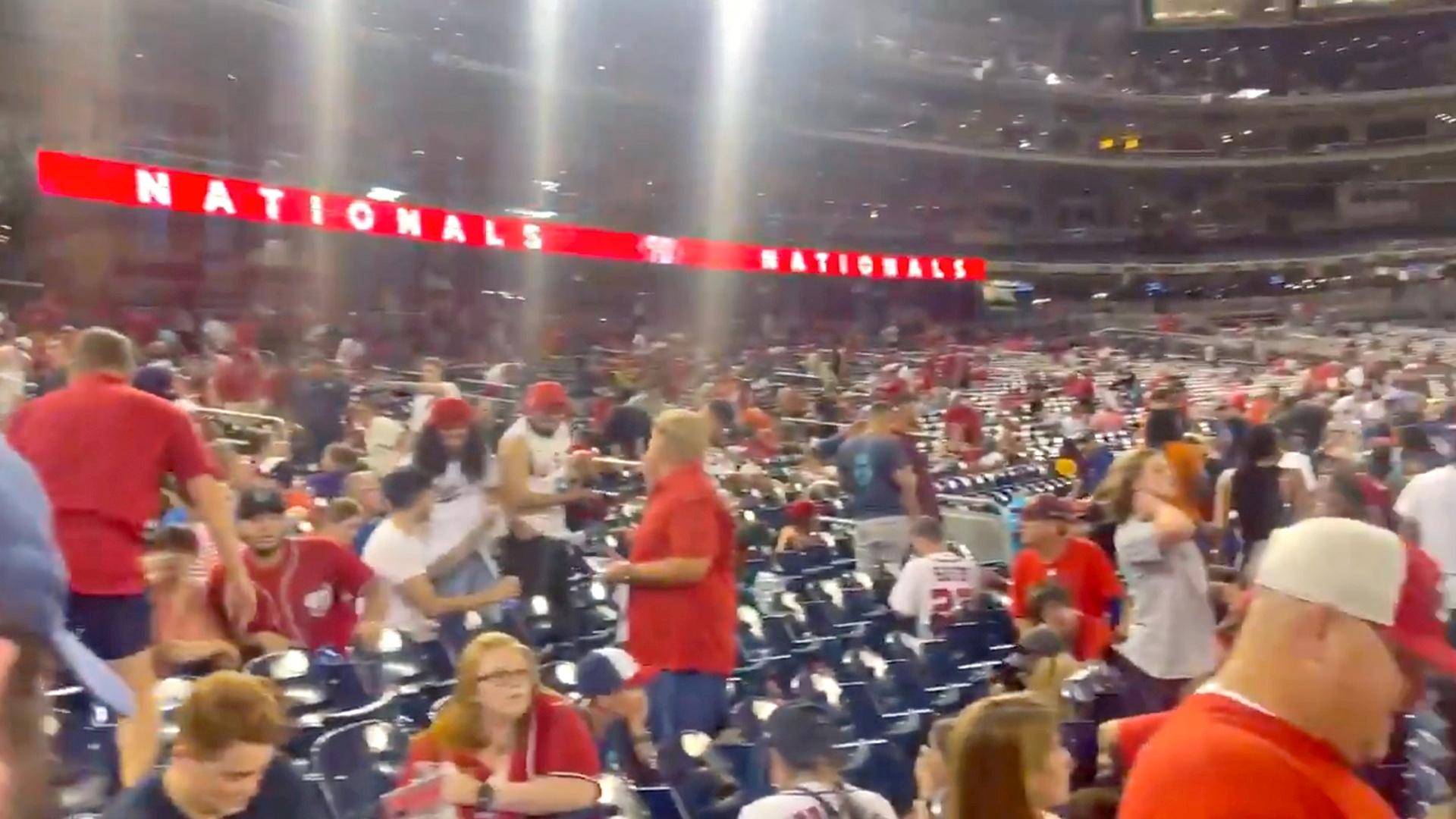 ΗΠΑ: Πυροβολισμοί έξω από γήπεδο μπέιζμπολ στην Ουάσινγκτον – 3 τραυματίες