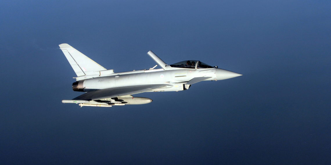 «Συναγερμός» στο NATO: Προκλητικό ρωσικό Su-24 αναχαιτίστηκε από Eurofighter Typhoon