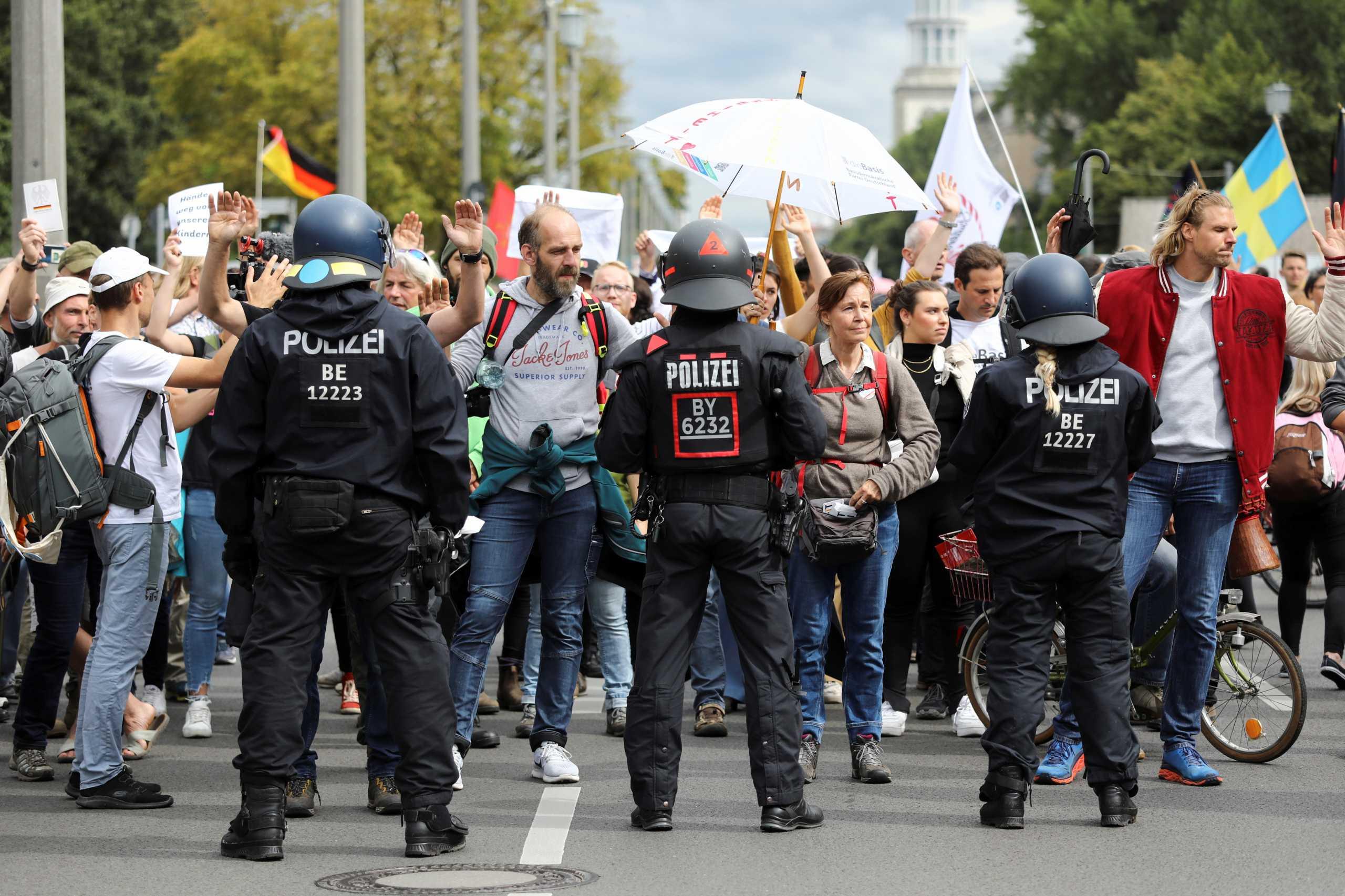 Γερμανία: Νέα διαδήλωση κατά των μέτρων για τον κορονοϊό – 80 προσαγωγές