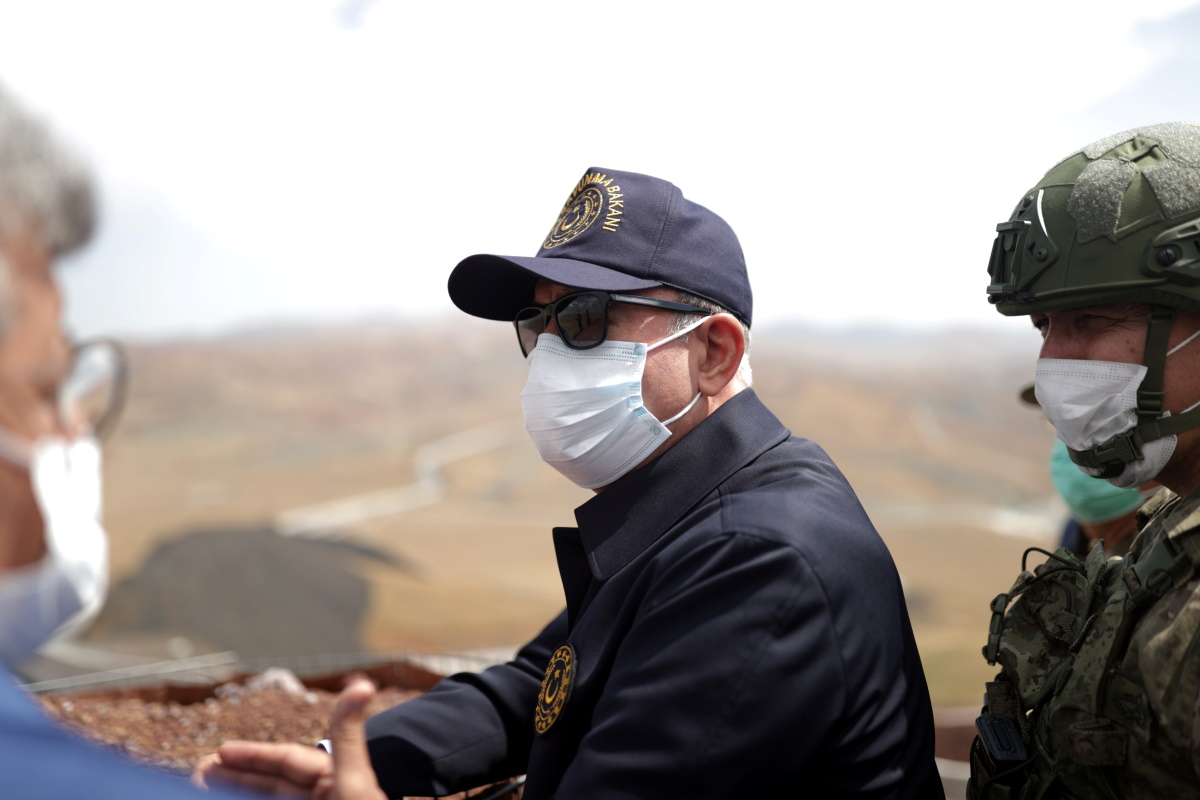 Στα ελληνοτουρκικά σύνορα ο υπουργός Άμυνας Χουλουσί Ακάρ