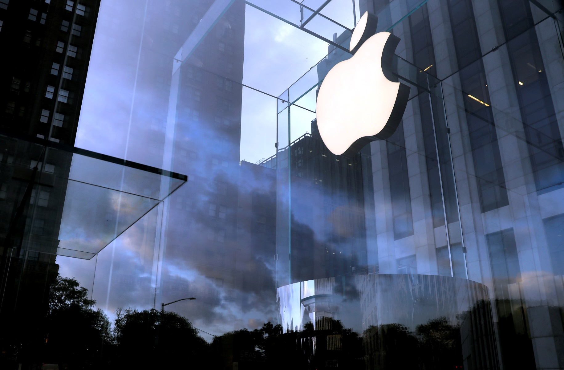 Apple: Τηλεργασία και μέσα στο 2022 – Οδηγία στους υπαλλήλους να εμβολιαστούν