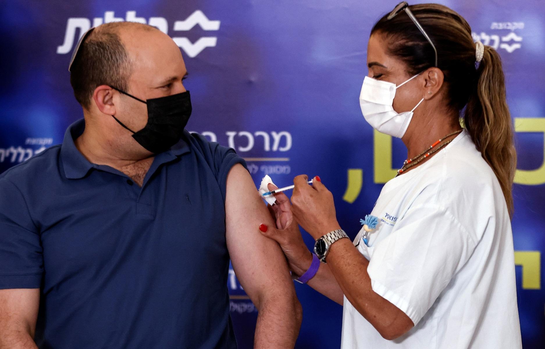 Κορονοϊός – Ισραήλ: 3η  δόση εμβολίου έκανε ο πρωθυπουργός Ναφτάλι Μπένετ