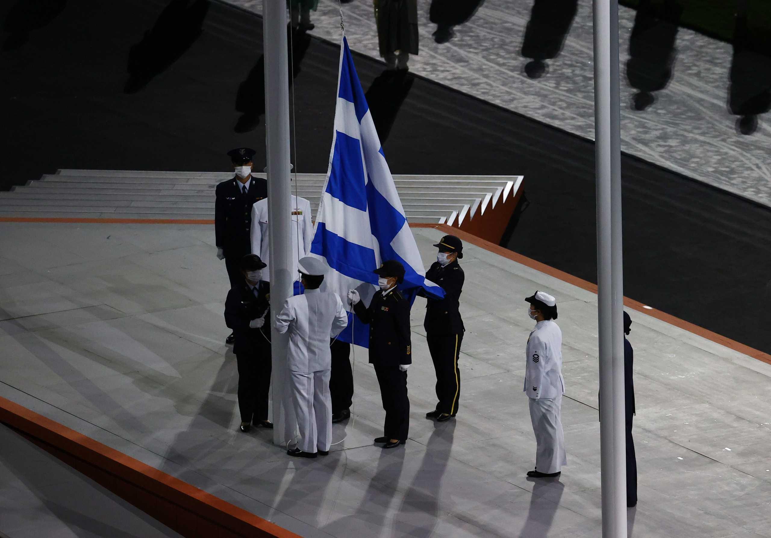 Ολυμπιακοί Αγώνες: Η έπαρση της ελληνικής σημαίας στην Τελετή Λήξης στο Τόκιο