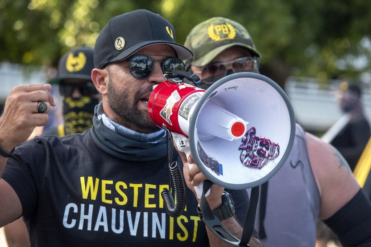 ΗΠΑ: Ποινή φυλάκισης στον αρχηγό των ακροδεξιών Proud Boys για καταστροφή πανό του Black Lives Matter