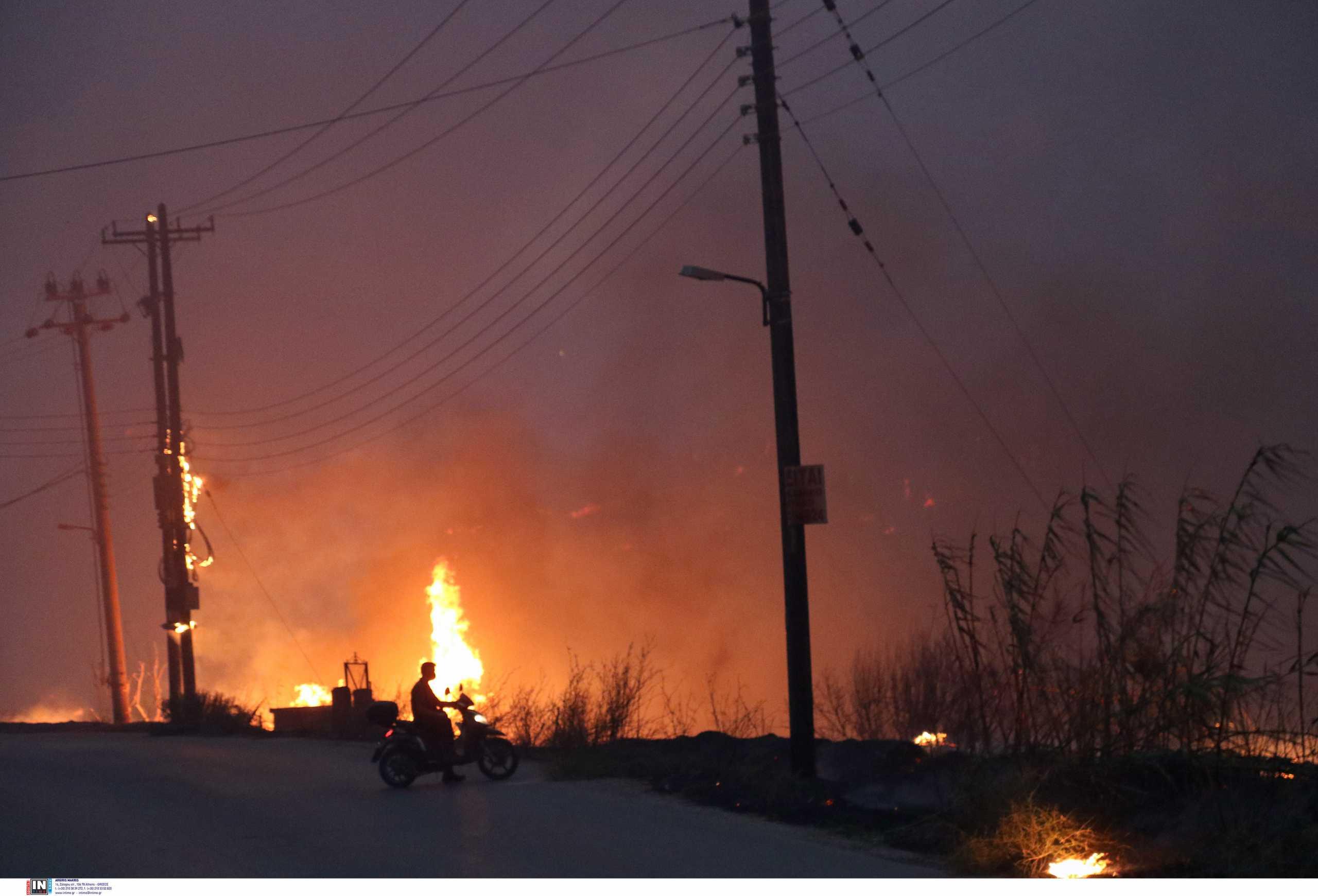 Φωτιά στη Βαρυμπόμπη: Νέο μήνυμα από το 112 για την οδό Ανοίξεως στο Κρυονέρι