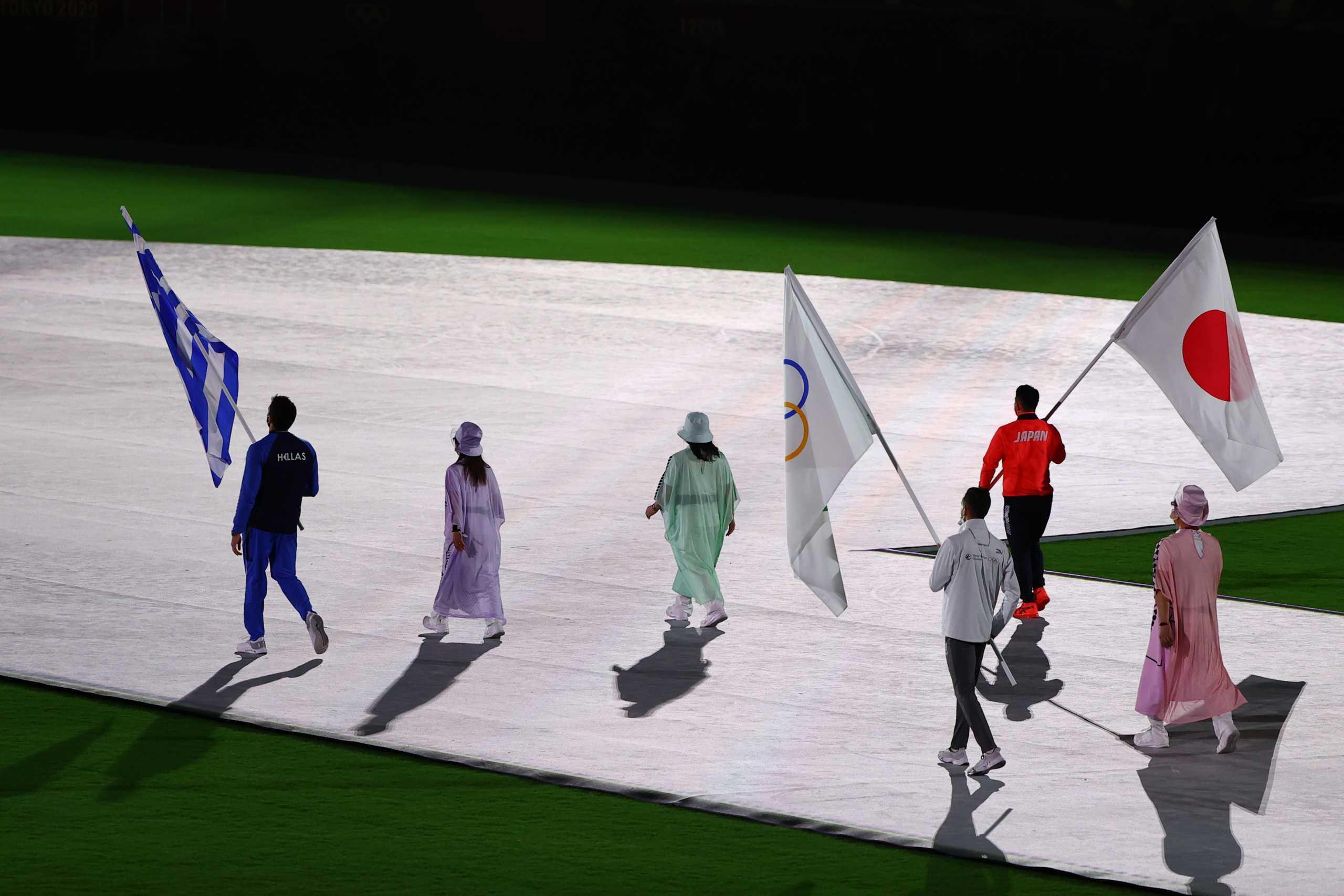 Ολυμπιακοί Αγώνες: Η είσοδος του σημαιοφόρου Γιάννη Φουντούλη και των Ελλήνων αθλητών στην τελετή λήξης