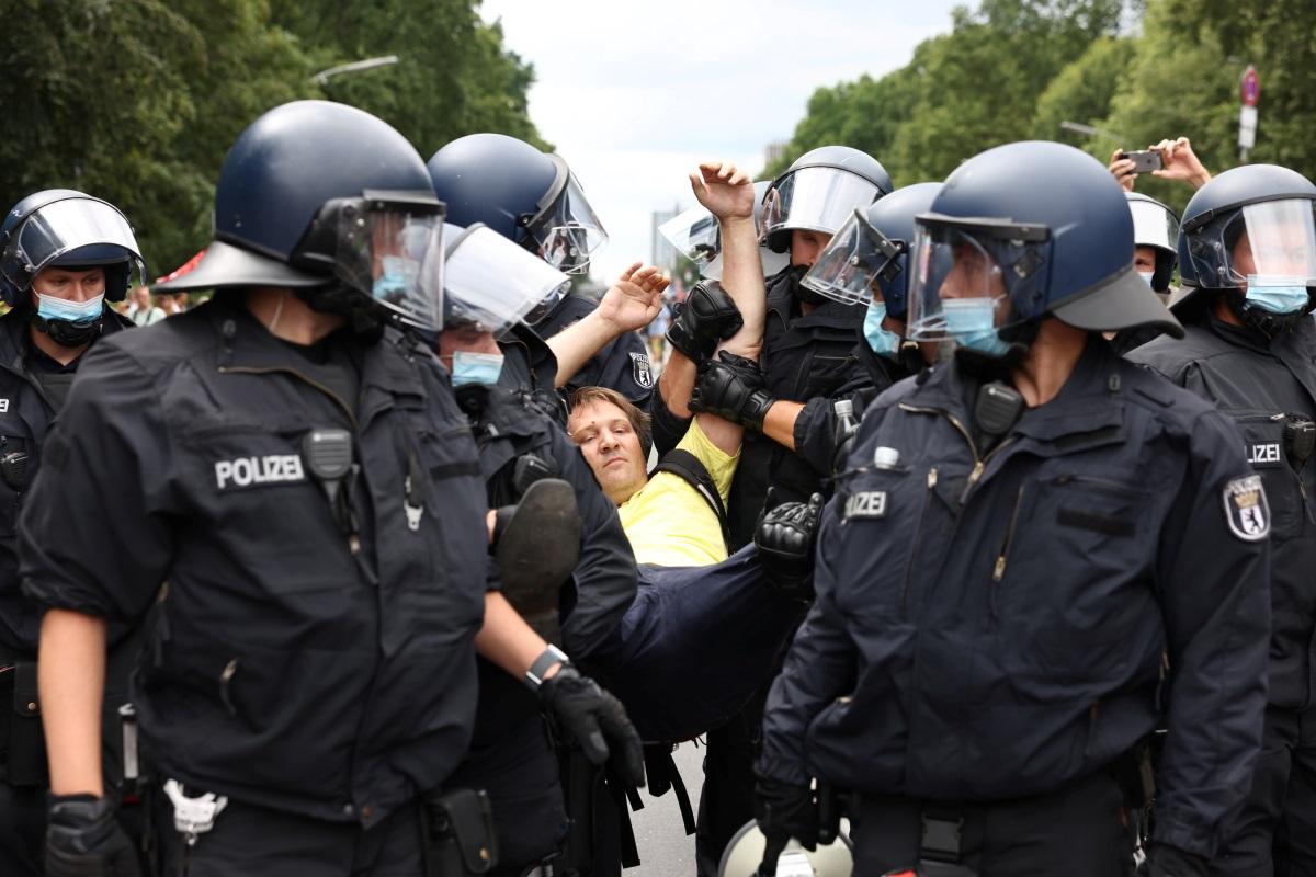 Γερμανία: Επεισοδιακές διαδηλώσεις κατά τον μέτρων για τον κορονοϊό