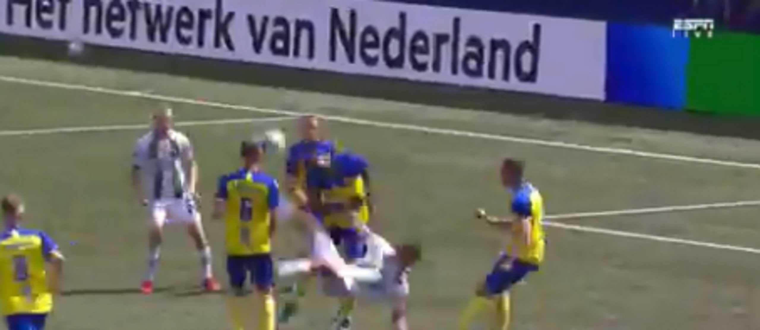 Τρομερό γκολ με «ψαλιδάκι» στην Ολλανδία