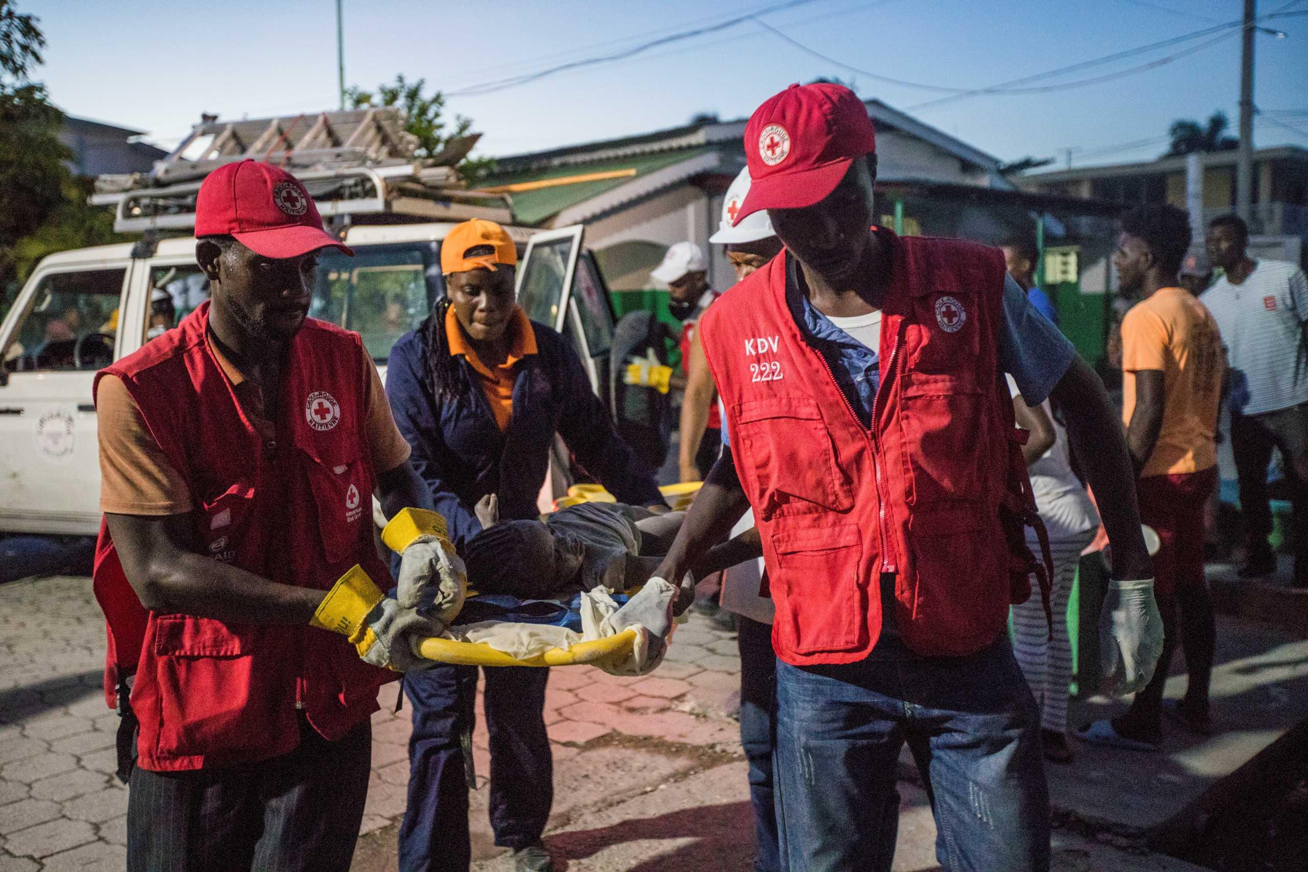 Σεισμός Αϊτή: Σχεδόν 1.300 οι νεκροί – «Νόμιζα πως το παιδί μου ήταν νεκρό»
