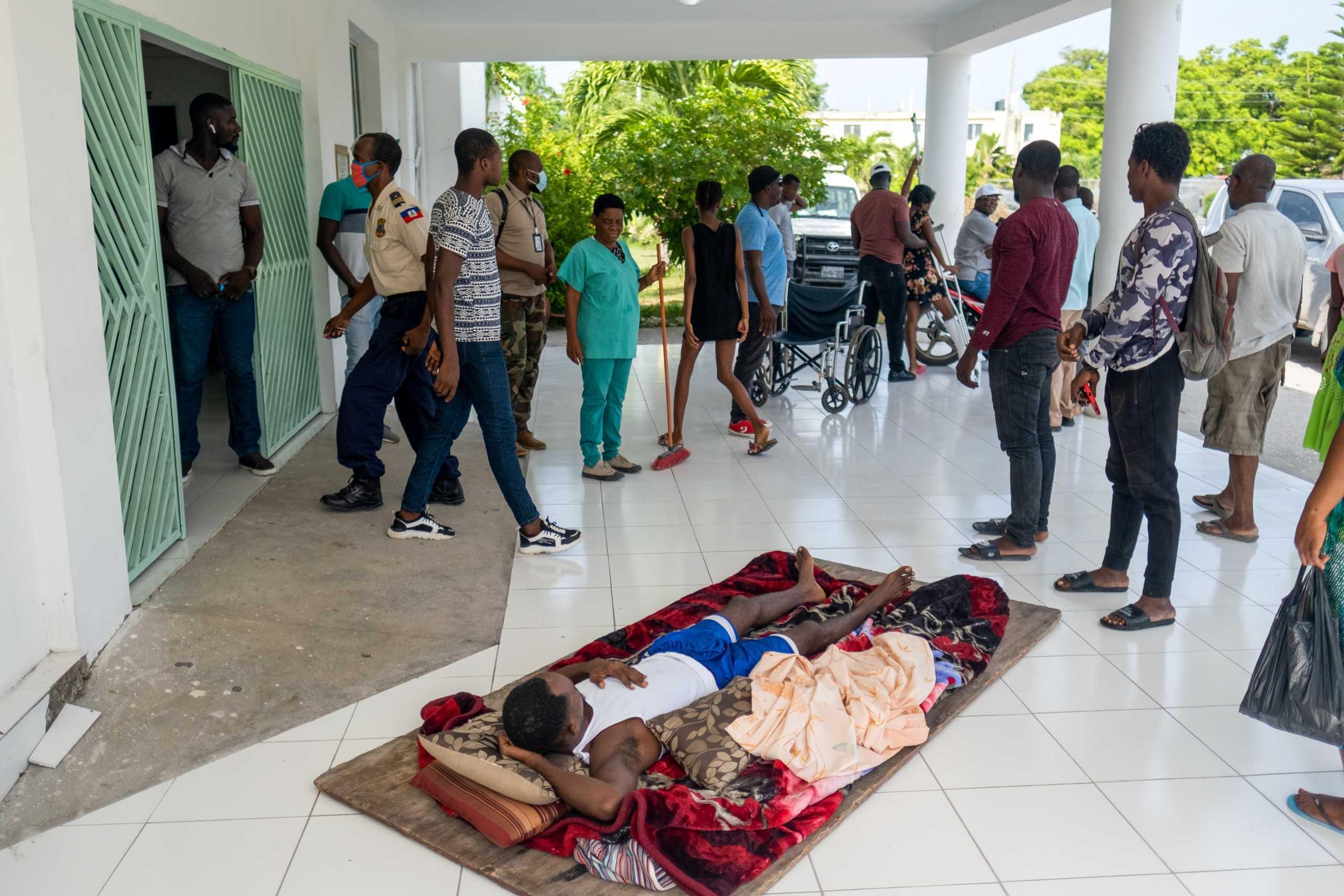 Θυμός και απόγνωση στην Αϊτή που μετράει πληγές μετά το μεγάλο σεισμό