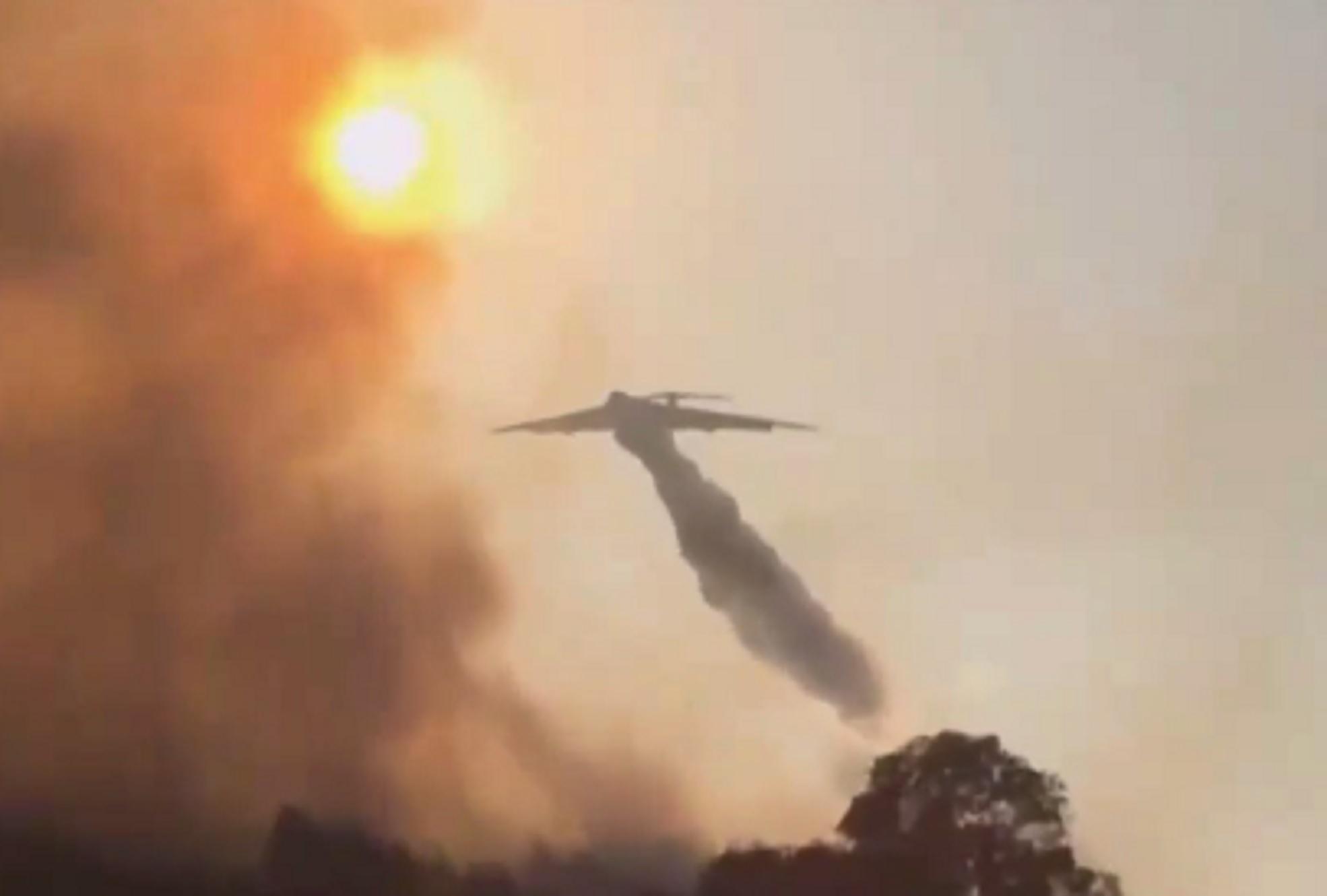 Φωτιά στα Βίλια: Παραλίγο τραγωδία με το ρωσικό πυροσβεστικό αεροσκάφος