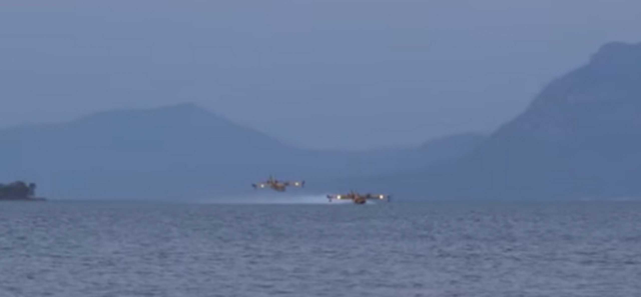 Φωτιά στη Φθιώτιδα: Εντυπωσιακό βίντεο από τα Canadair στην πυρκαγιά στο Λογγίτσι