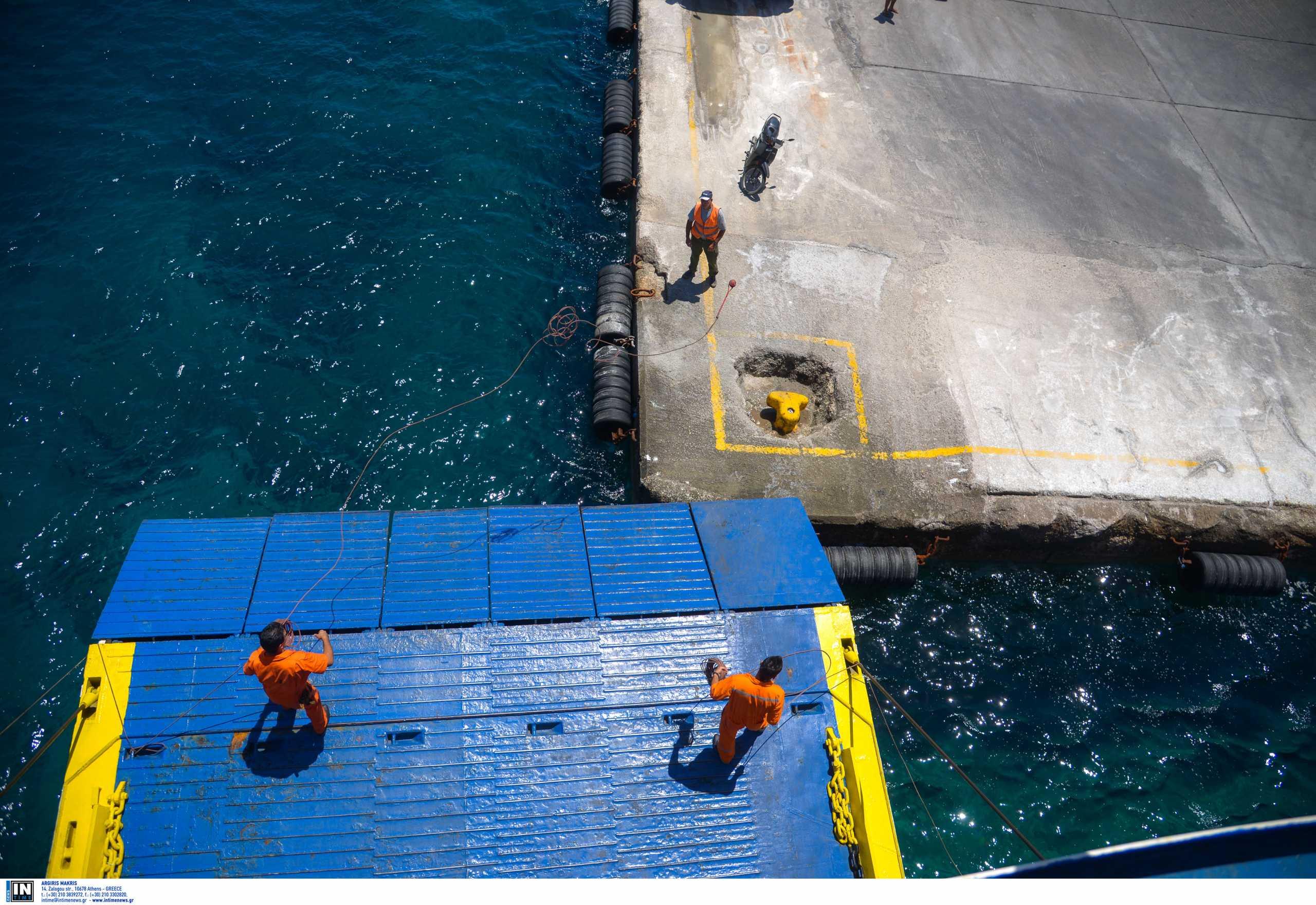 Λήμνος: Βλάβη στον καταπέλτη του πλοίου «Aqua Star» με 516 επιβάτες
