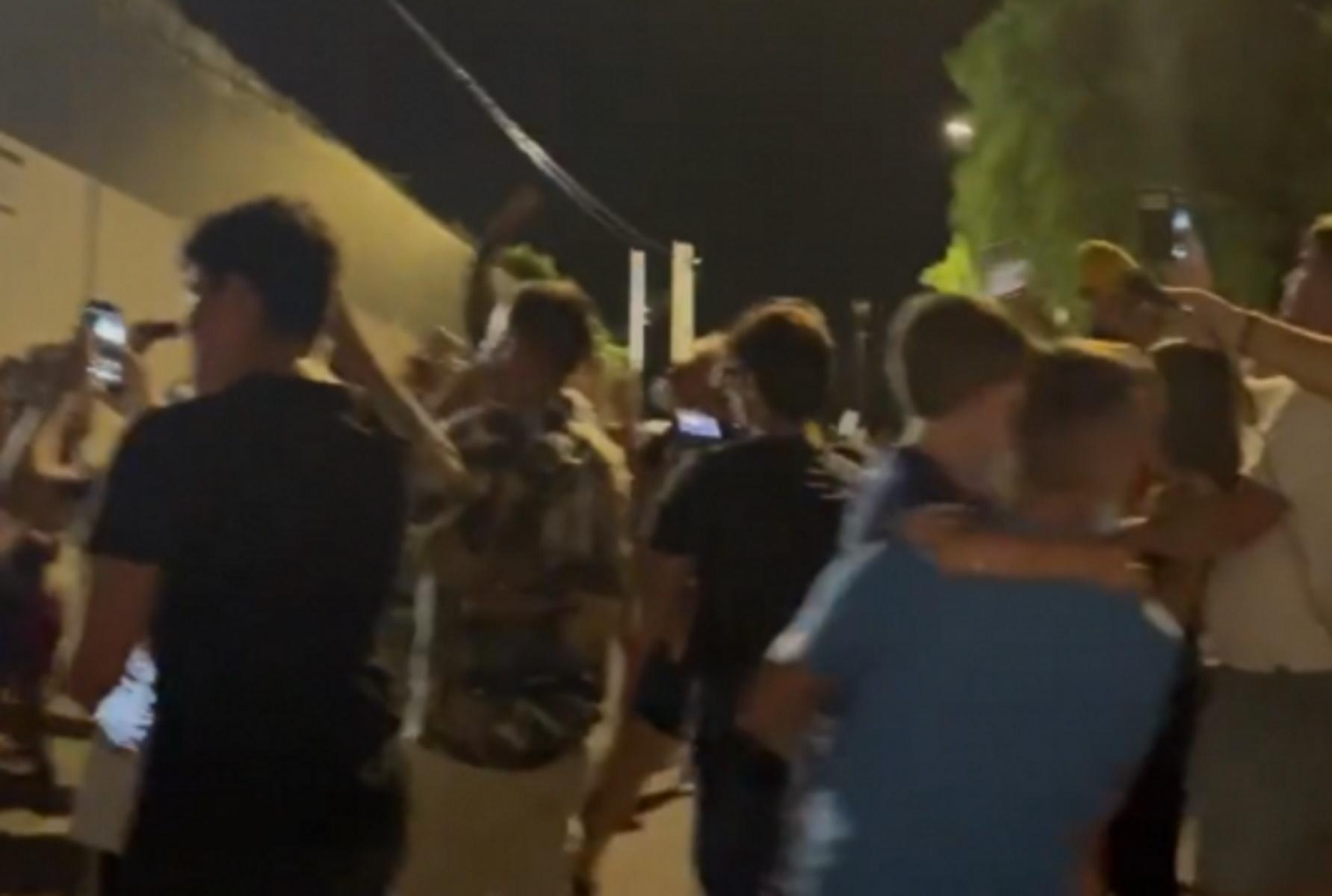 Μέσι: «Διαδήλωση» οπαδών της Μπαρτσελόνα έξω από το σπίτι του Αργεντινού του ζήτησαν να μη φύγει