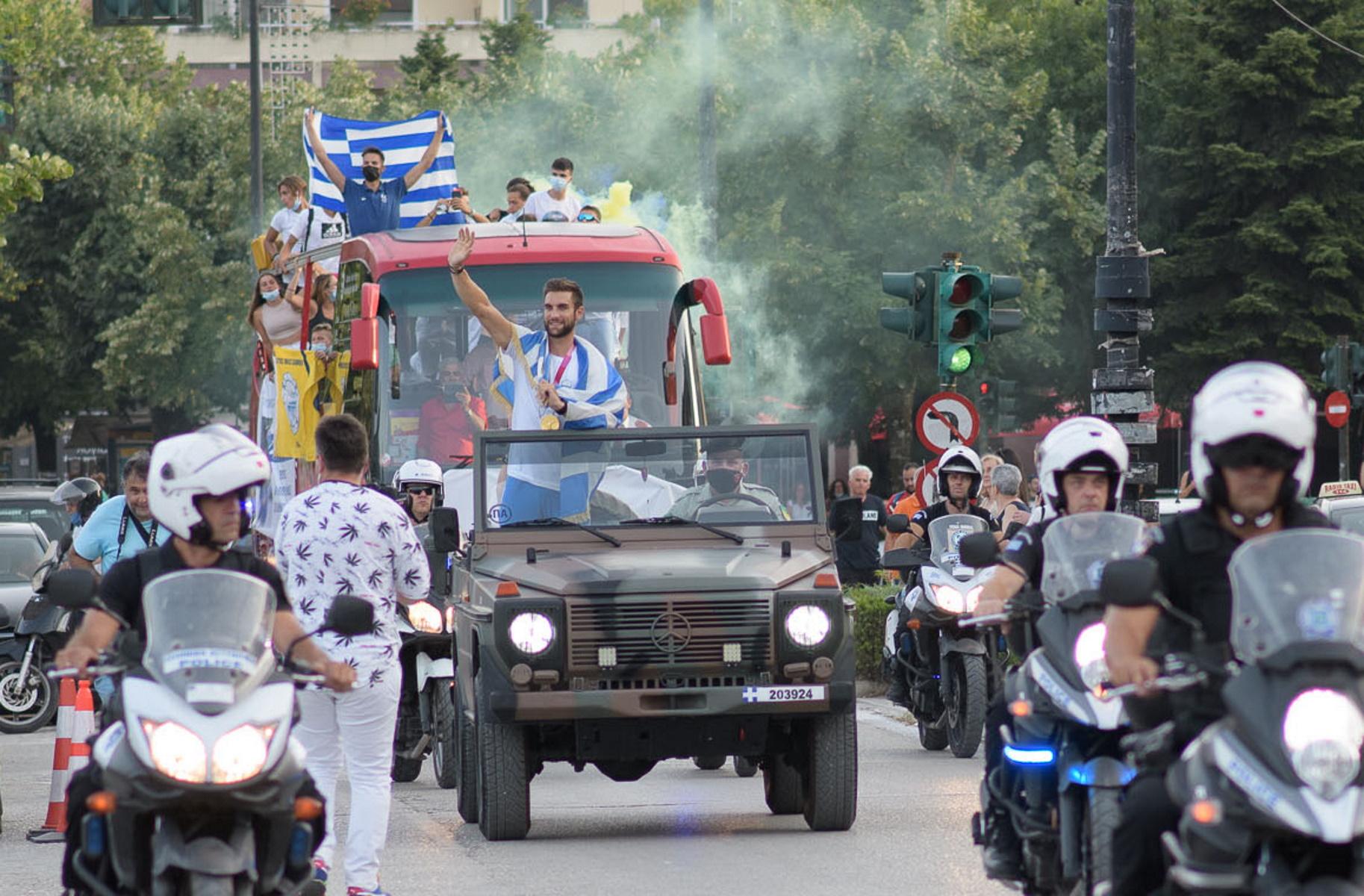 Στέφανος Ντούσκος: Με στρατιωτικό όχημα ο Έλληνας Ολυμπιονίκης – Έριξαν τα «τείχη» στα Ιωάννινα