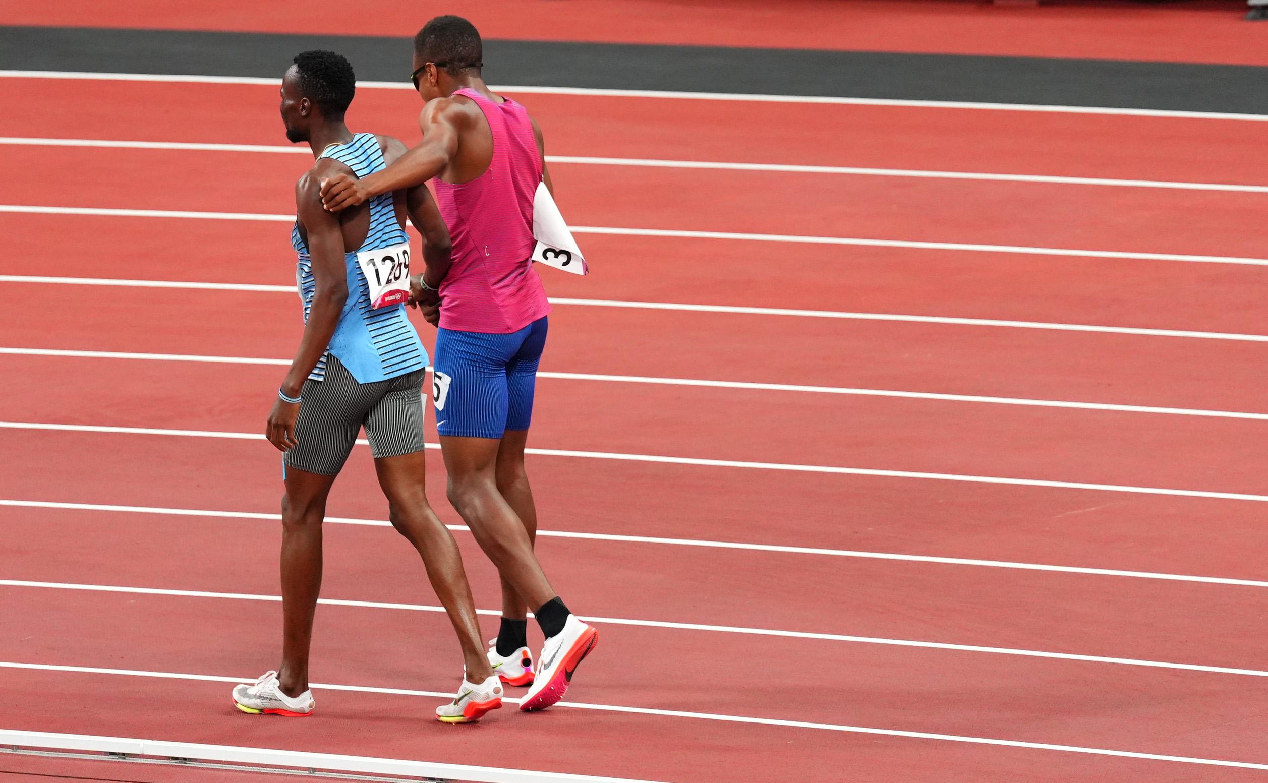 Ολυμπιακοί Αγώνες: Συγκρούστηκαν, έπεσαν, αγκαλιάστηκαν και τερμάτισαν μαζί – Τρομερές εικόνες στο Τόκιο