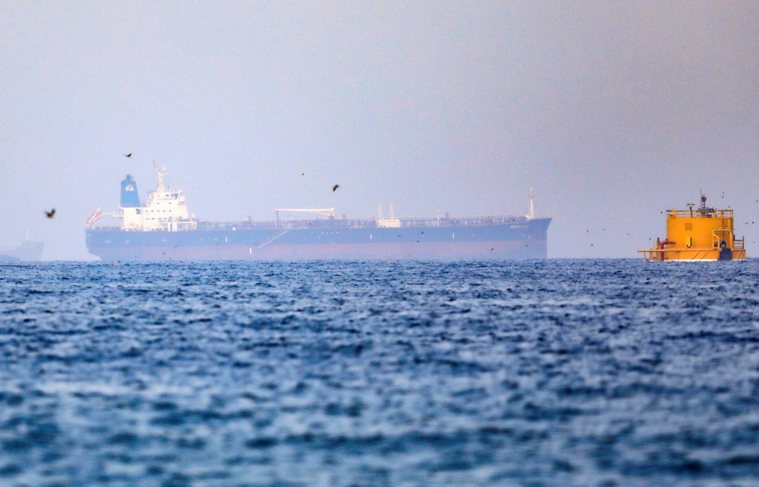 Έρευνες για «πιθανή πειρατεία σε τάνκερ» αλλά και προειδοποιήσεις από το Ιράν