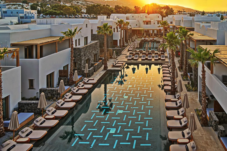 RadissonBlu: Το νέο κατάλυμα στη Σαντορίνη και τα σχέδια της αλυσίδας πολυτελών ξενοδοχείων για Ελλάδα