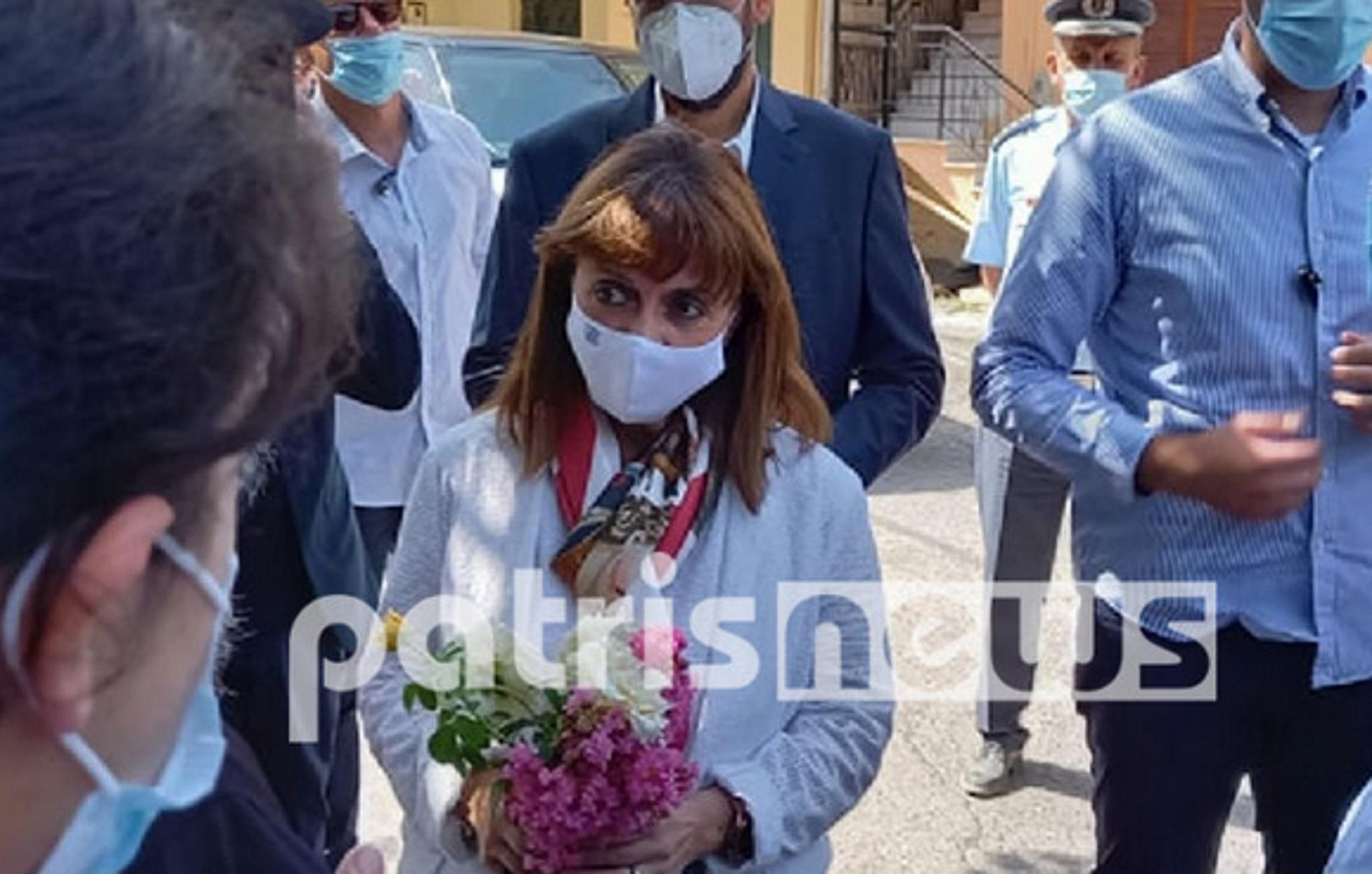 Κατερίνα Σακελλαροπούλου – Ηλεία: Τα λουλούδια και τα παράπονα στην Πρόεδρο της Δημοκρατίας