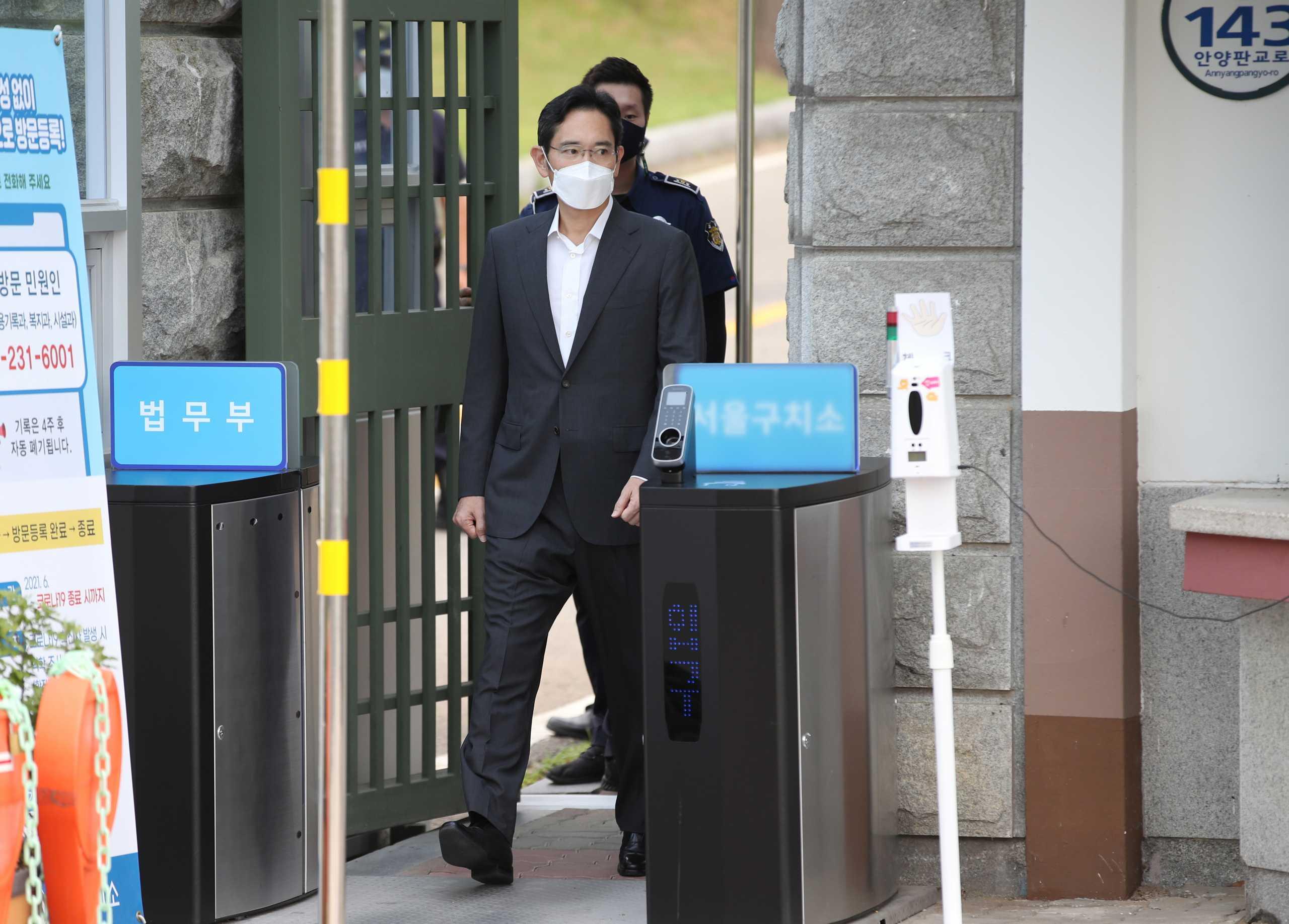 Βγήκε (και πάλι) από τη φυλακή ο επικεφαλής της Samsung – Πιο αδύνατος και μεταμελημένος