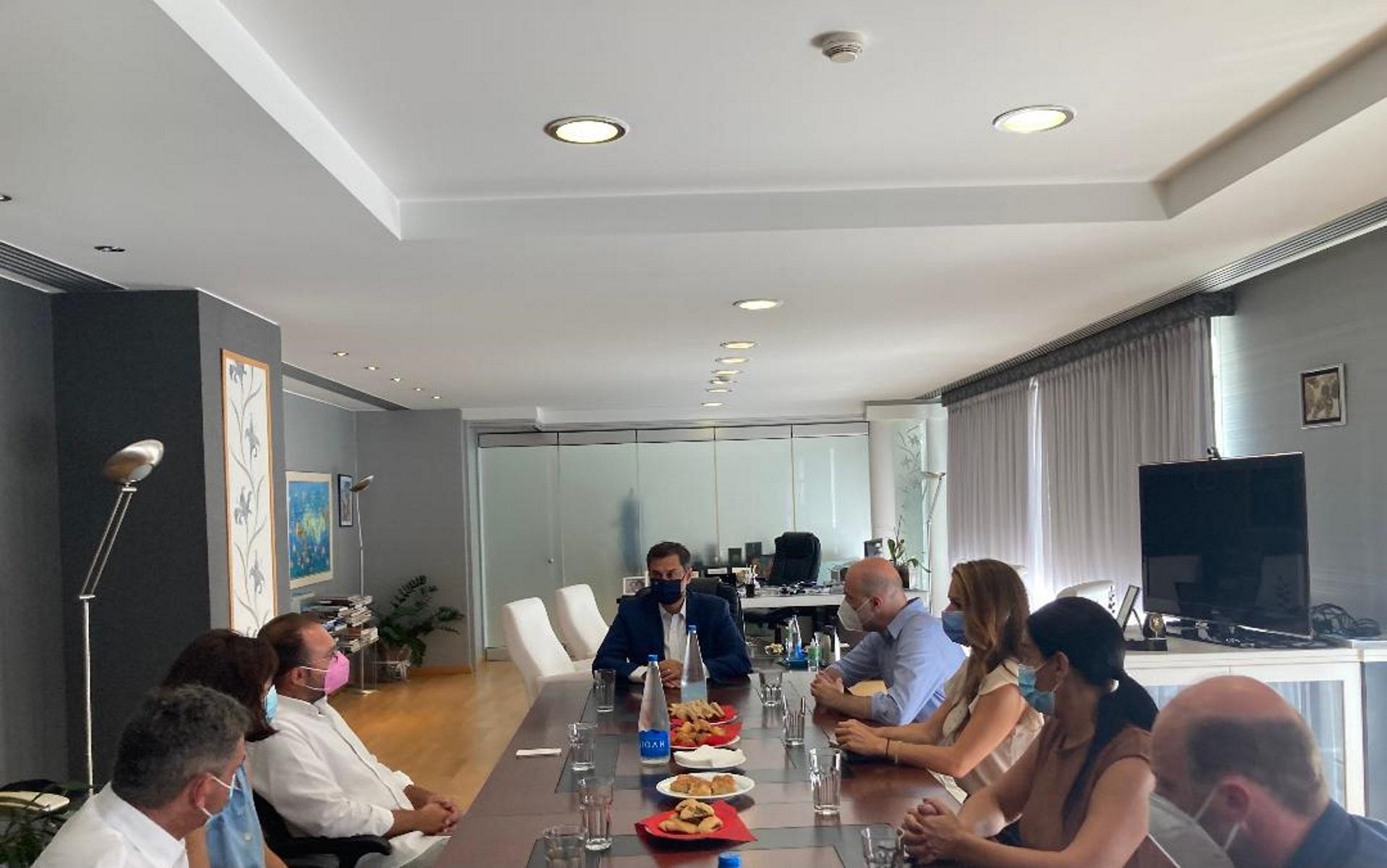 Χάρης Θεοχάρης από την Αιδηψό: Δέσμευση για στήριξη του τουριστικού τομέα στην Εύβοια