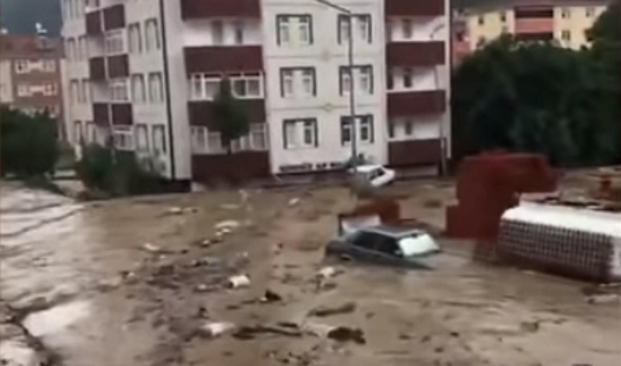 Τουρκία: Τουλάχιστον 9 νεκροί από τις σαρωτικές πλημμύρες – Τέσσερα μέτρα η στάθμη των νερών
